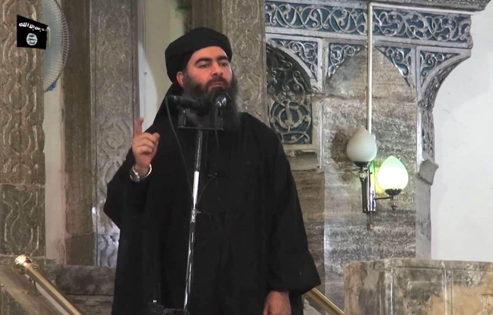 Capture d'écran d'une vidéo de propagande diffusée le 5juillet 2014 par al-Furqan Media montrant Abou Bakr al-Baghdadi à Mossoul