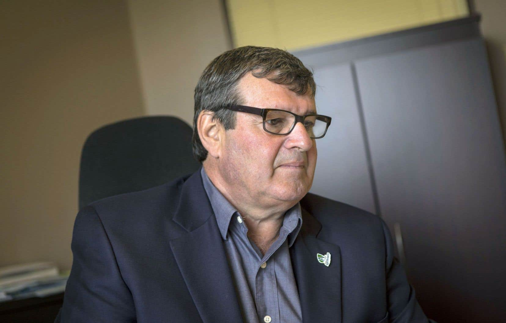 Le maire Bernard Ouellet craint que le projet soit refusé par les citoyens dimanche.