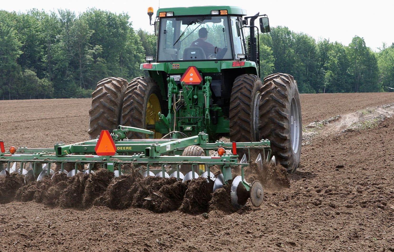 Les dates de semis ont été prorogées pour plusieurs cultures dans la plupart des régions et la pluie a retardé les récoltes de foin.