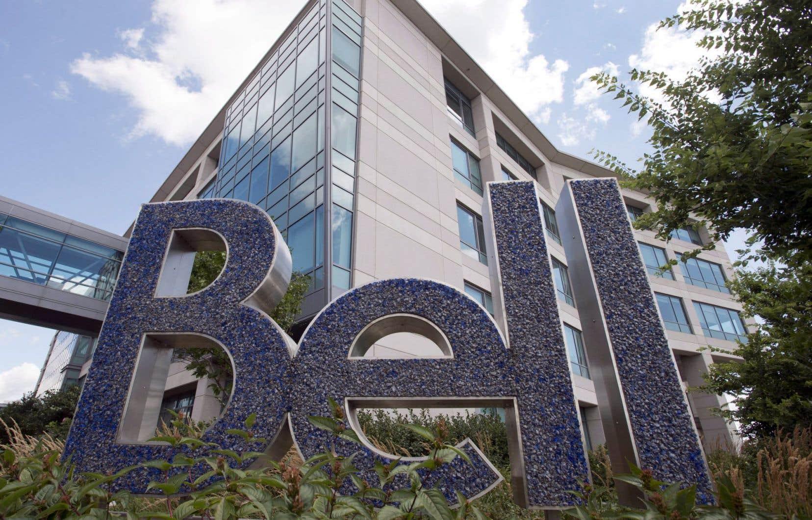 Dans cette affaire, le requérant s'estime floué par Bell Canada, Bell Express Vu ainsi que Bell Mobilité, ceux-ci ayant procédé, depuis le 27novembre 2012, à des modifications à différents contrats sans qu'il en ait été avisé clairement.