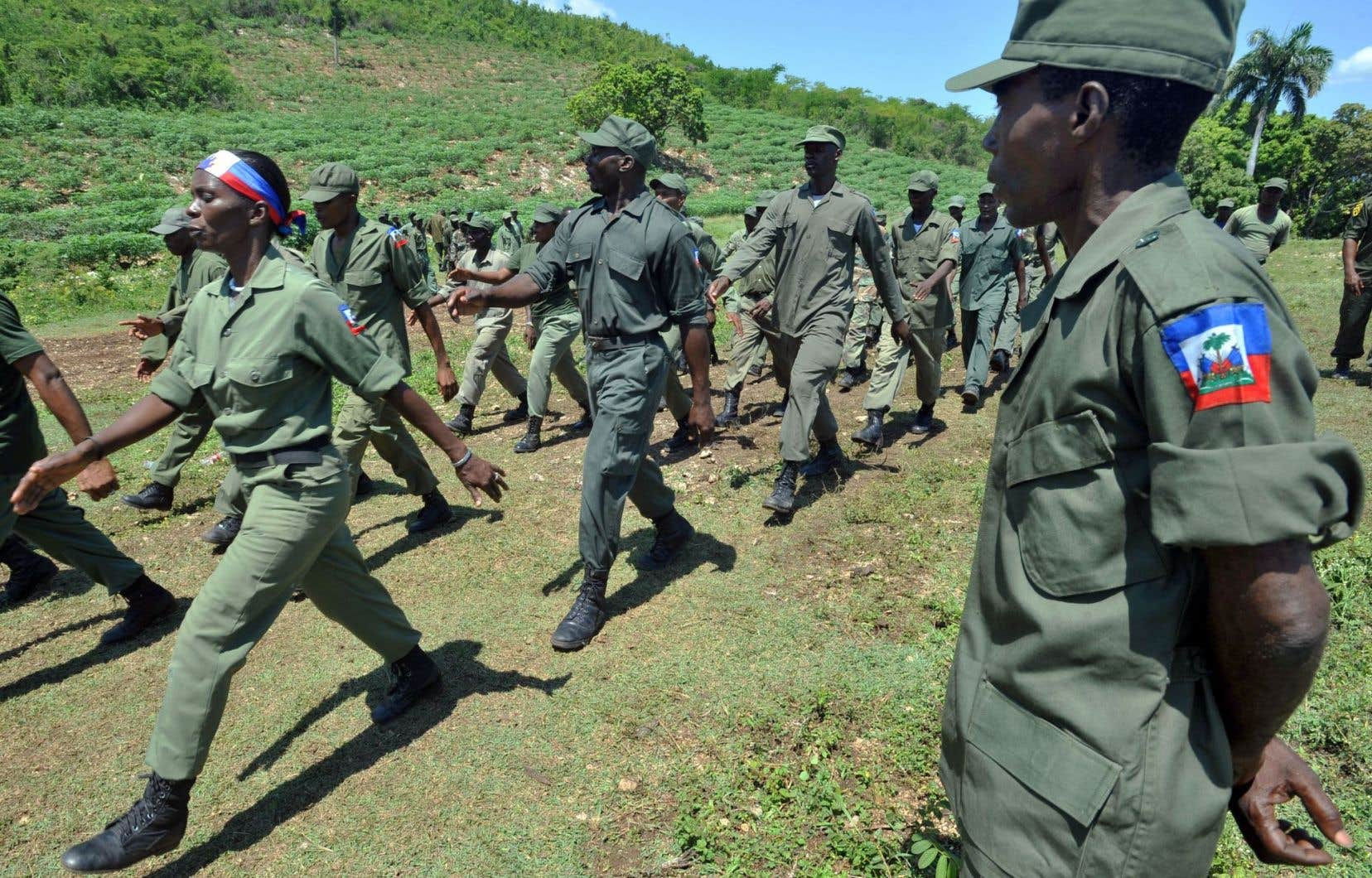 Reconstituer l'armée répond, selon le ministre de la Défense d'Haïti, au besoin de respecter la Constitution qui établit l'existence d'un corps militaire aux côtés de la police.