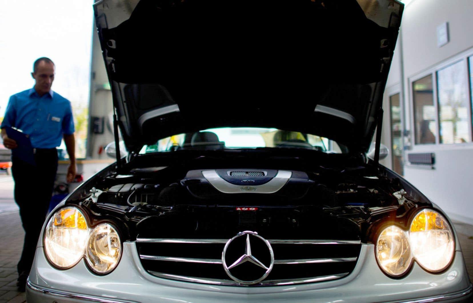 Une voiture de marque Mercedes-Benz, de Daimler, passe une inspection technique en Allemagne, en 2014.