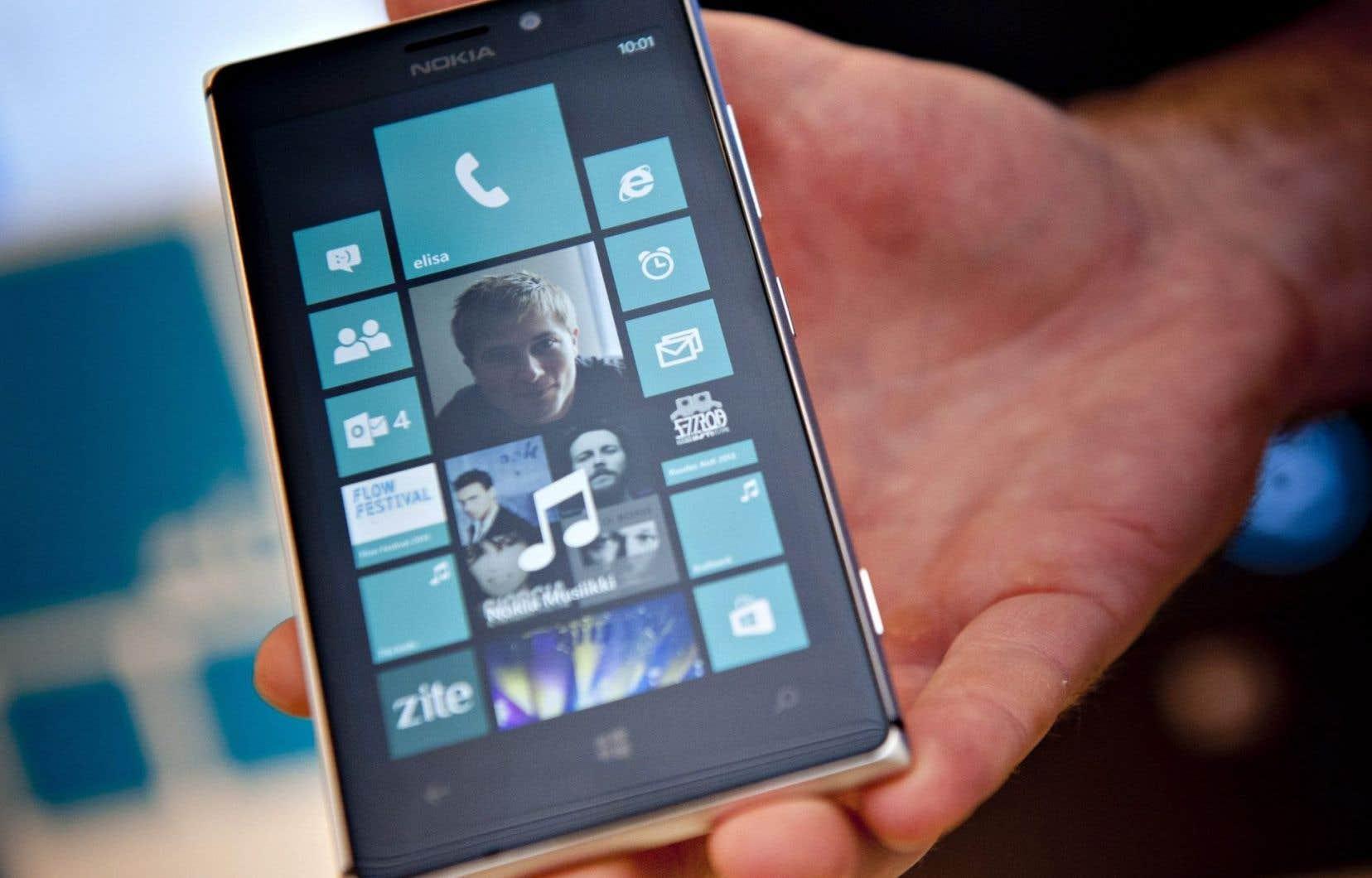 Microsoft ne se retire cependant pas du monde des téléphones intelligents, puisqu'il existe une version pour mobile de son système d'exploitation Windows 10.