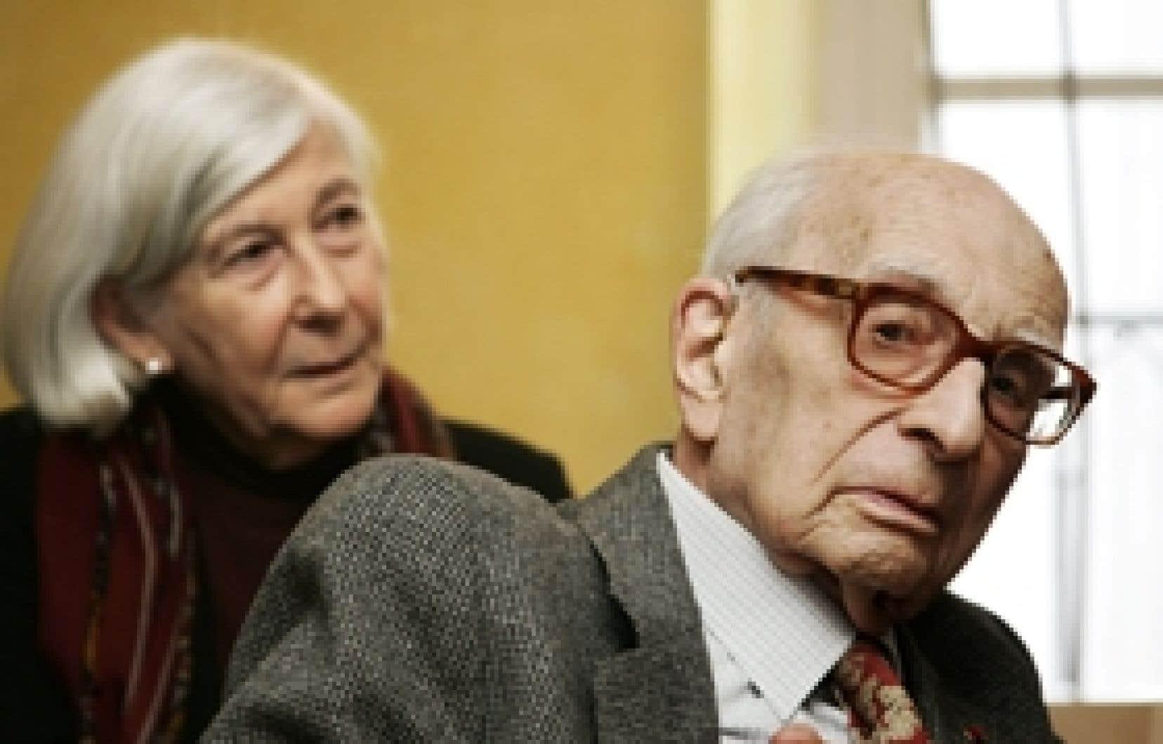 Claude Lévi-Strauss en compagnie de son épouse Monique en 2005