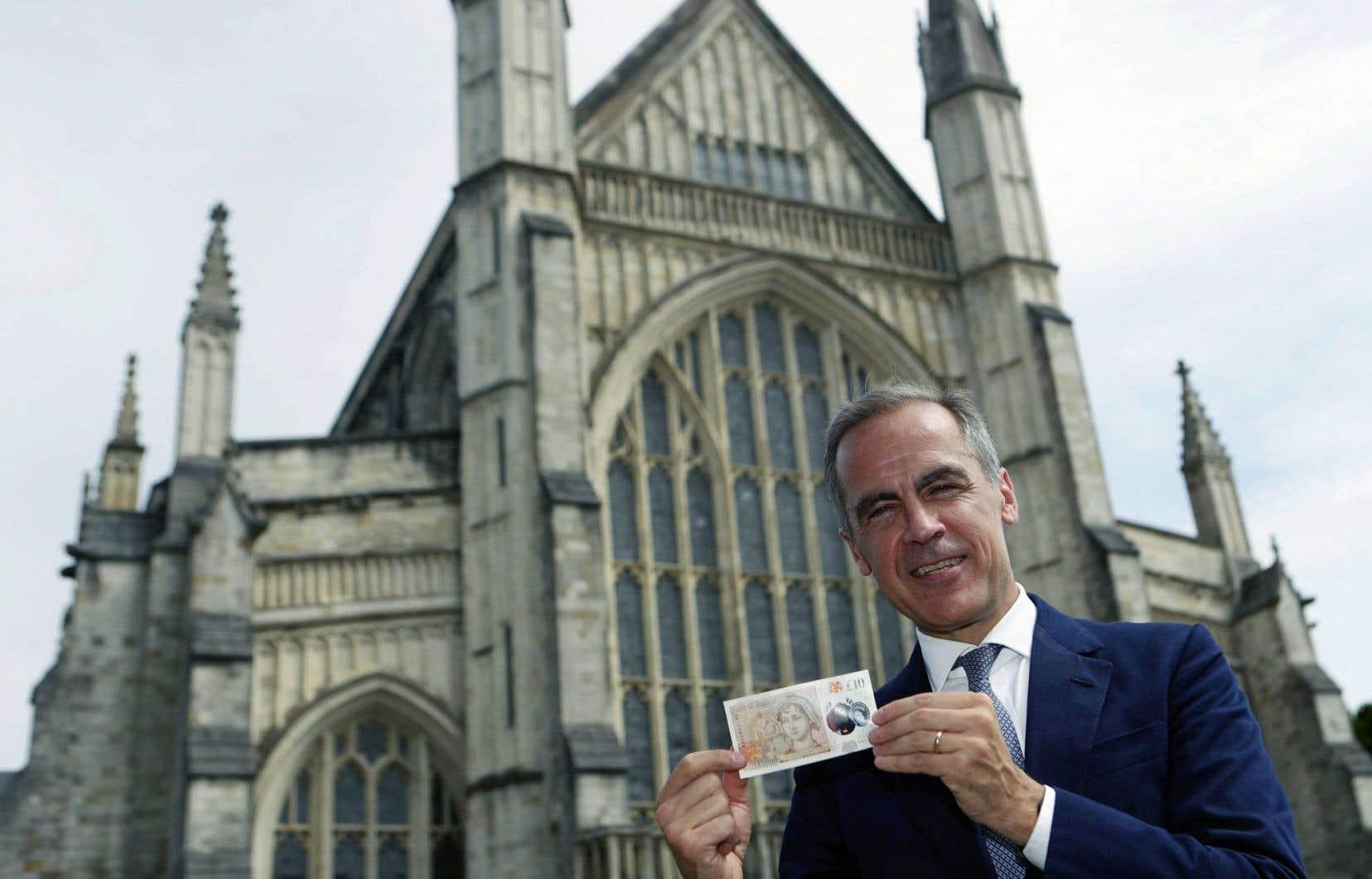 Exactement 200 ans après sa mort, la romancière Jane Austen orne le nouveau billet de 10 livres sterling dévoilé par le gouverneur de la Banque d'Angleterre, Mark Carney.
