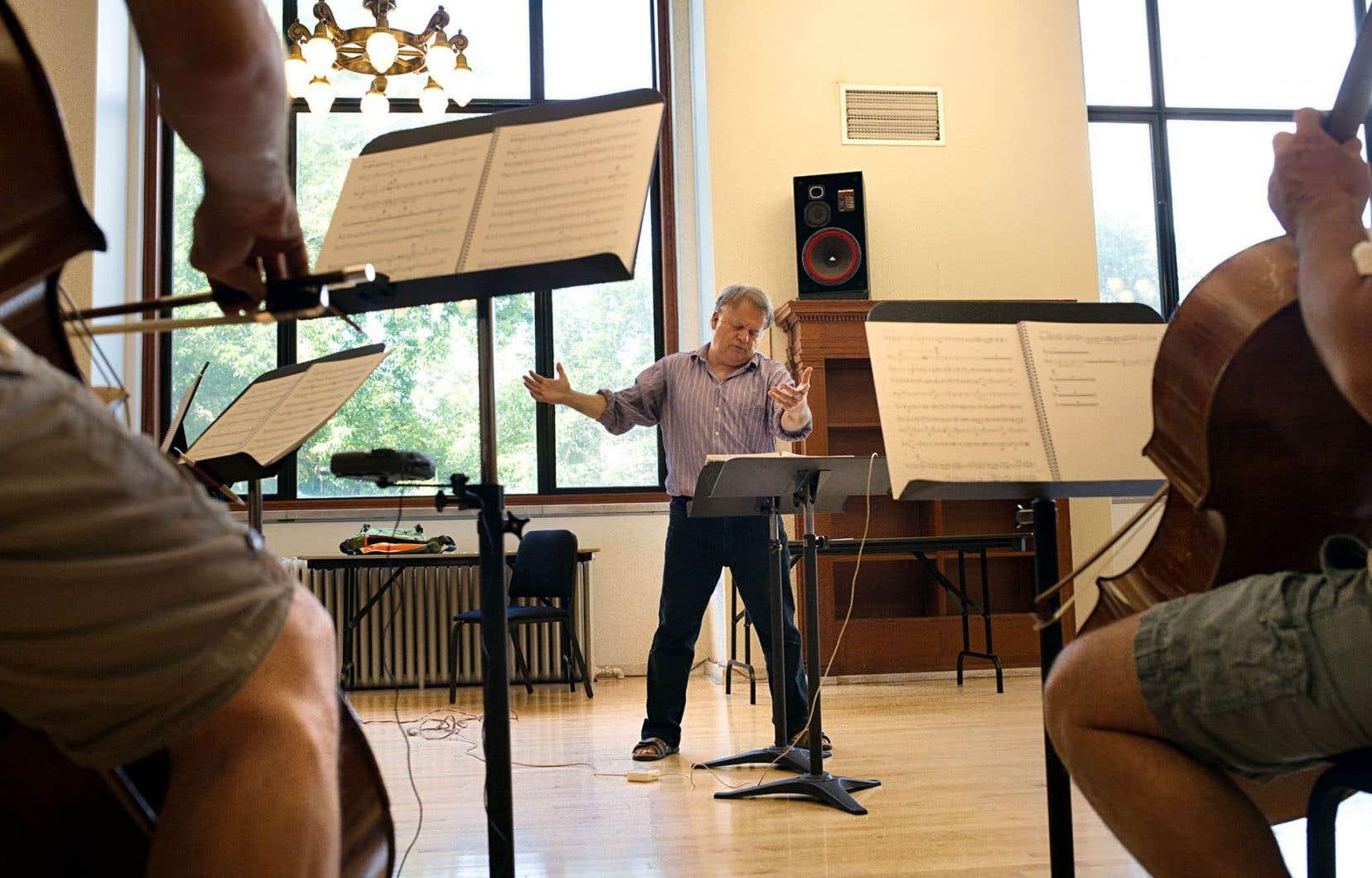 Dans le cadre de Fantasia, le chef d'orchestre Gabriel Thibaudeau sera entouré ce jeudi soir du Quatuor Molinari en version augmentée, neuf musiciens à ses côtés, ici en répétition, pour interpréter la musique du film «L'homme qui rit».