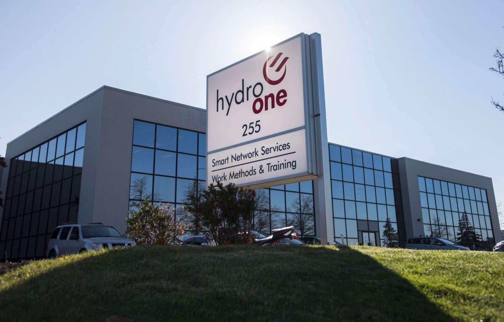 Hydro One a précisé mercredi qu'elle allongerait 67$CAN par action de la société d'énergie.