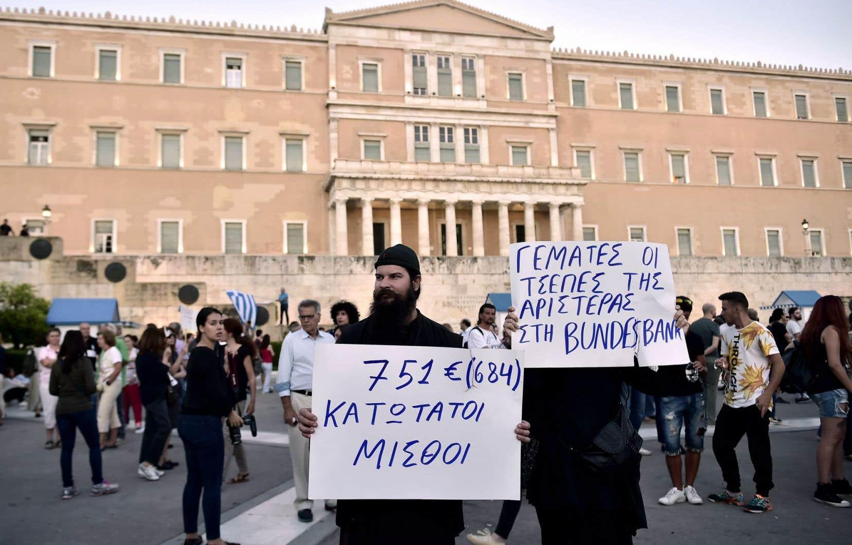 Une manifestation contre le gouvernement Tsipras en face du parlement grec, à Athènes, en juin.