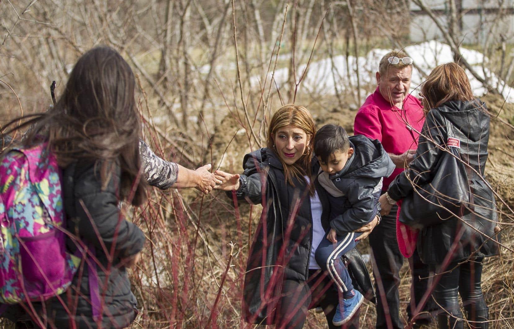 Gagner la confiance des immigrants sans-papiers est l'un des principaux défis pour récolter des témoignages.