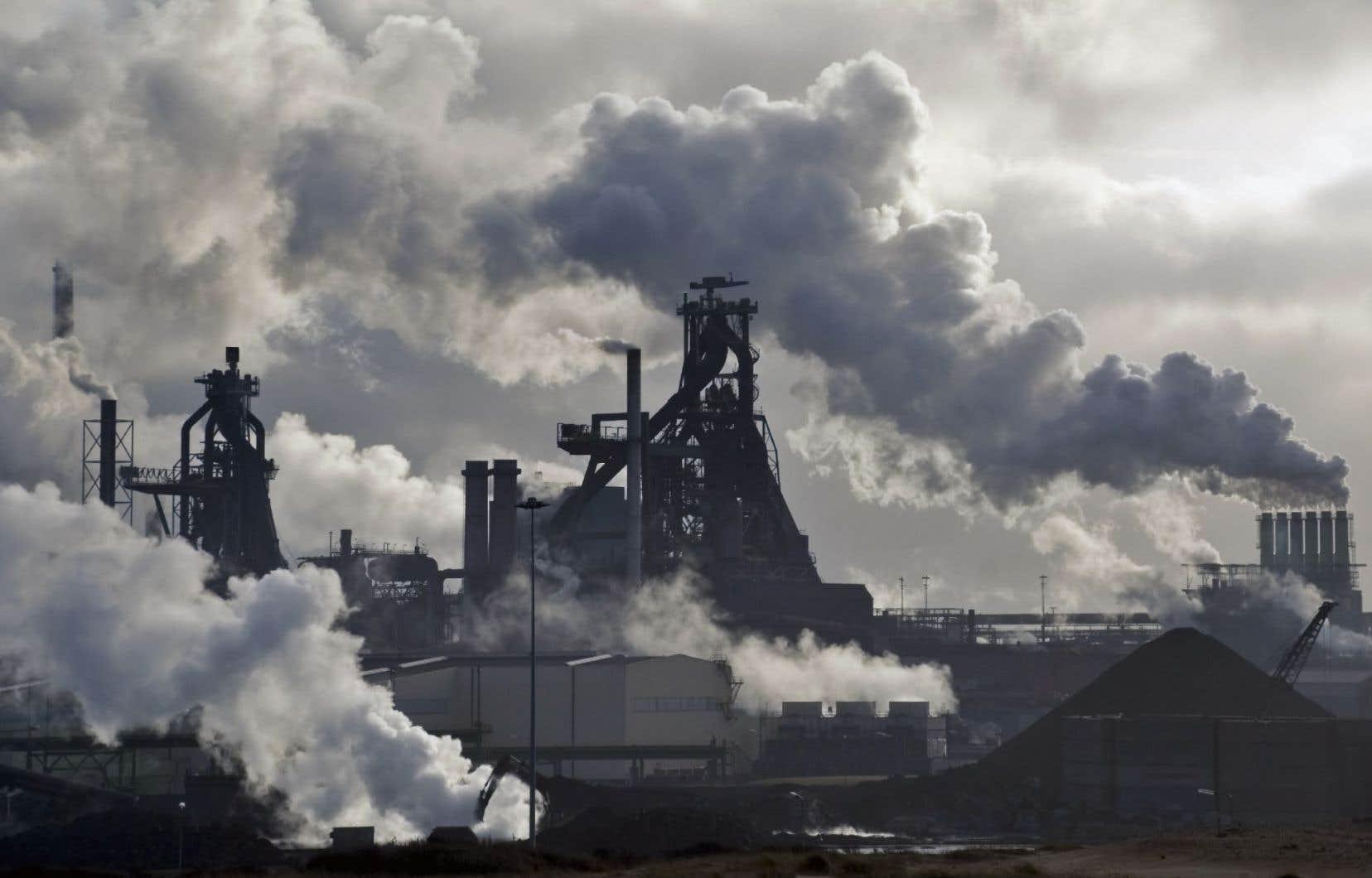 La communauté internationale s'est engagée à la Conférence de Paris sur le climat, en décembre 2015, à réduire les émissions de gaz à effet de serre afin de juguler le réchauffement climatique.
