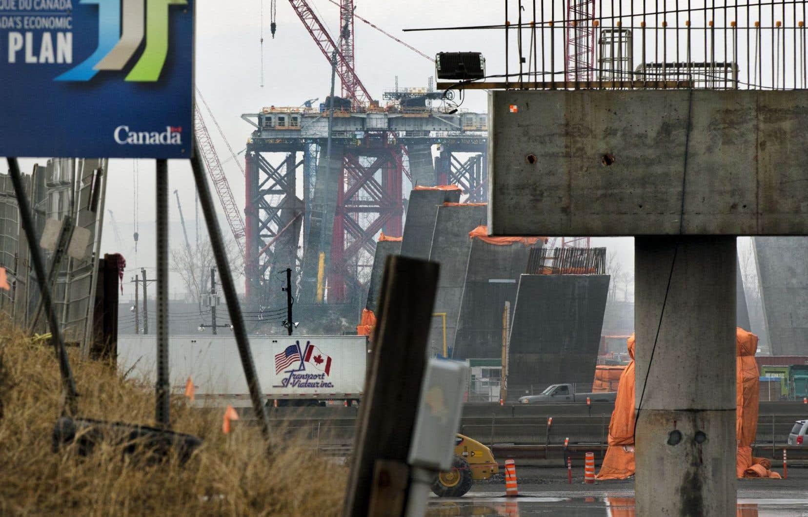 Le nouveau pont Champlain doit être terminé en décembre2018. Le contrat prévoit notamment une amende de 400000$ par jour de retard.