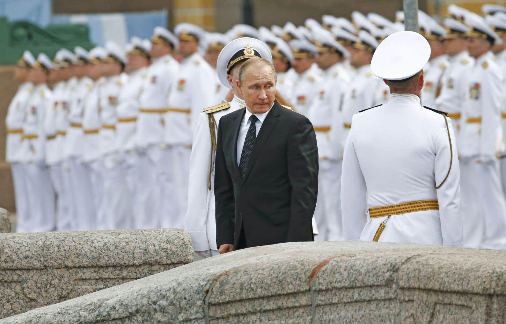 «Plus d'un millier de personnes — diplomates et personnel technique — travaillaient et travaillent encore» dans les représentations diplomatiques américaines en Russie, a indiqué le président russe, Vladimir Poutine.