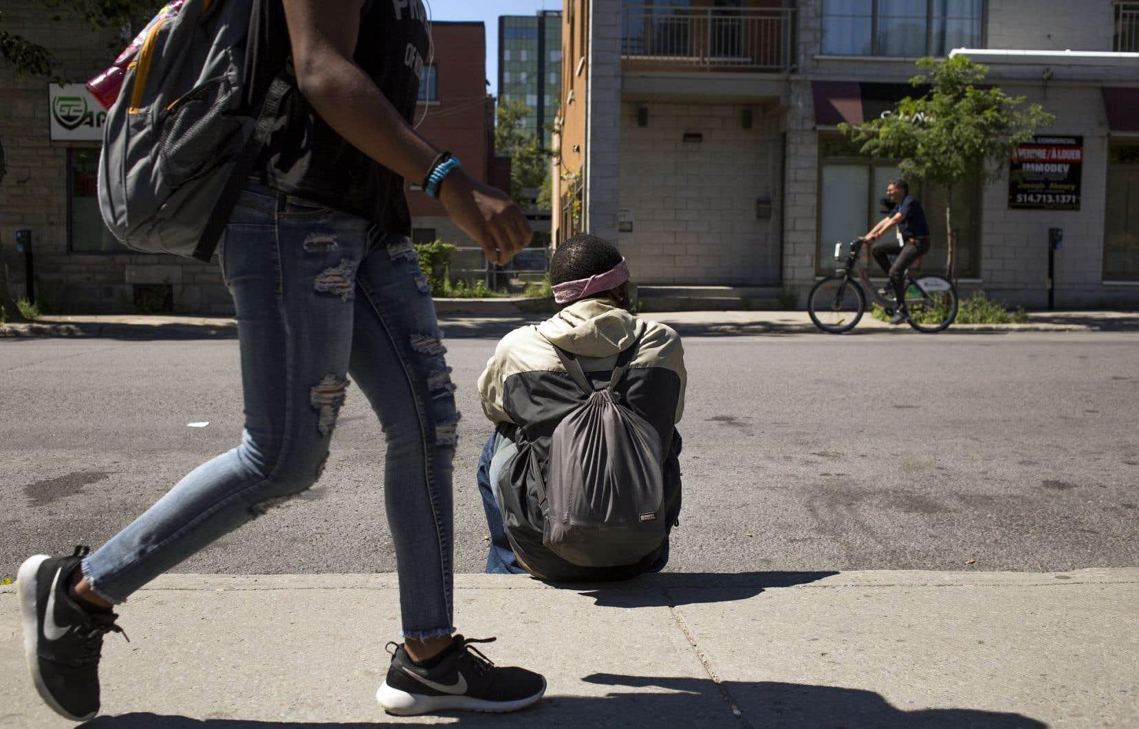 Bien que Montréal investisse davantage que les autres villes dans le soutien au logement, les besoins sont encore grands dans ce domaine.