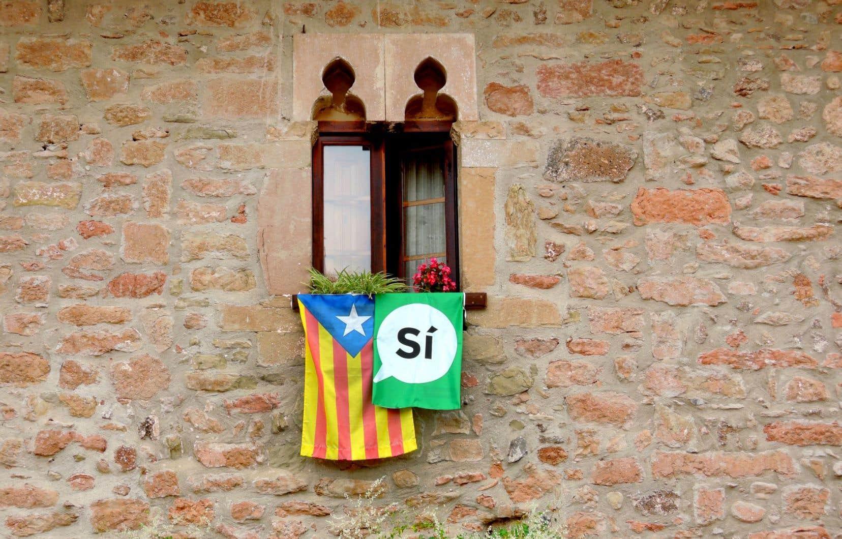 Les dirigeants séparatistes catalans réclament depuis 2012 un référendum d'autodétermination pour leur région du nord-est de l'Espagne aux 7,5 millions d'habitants.
