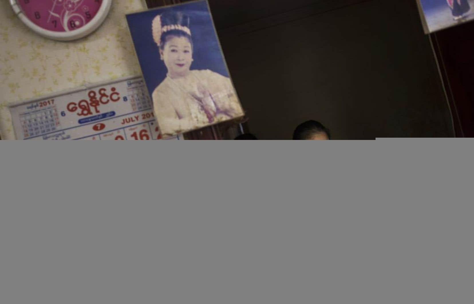 Moe Thida Moe est une ancienne star du cinéma birman résidant à la «Maison des mères».