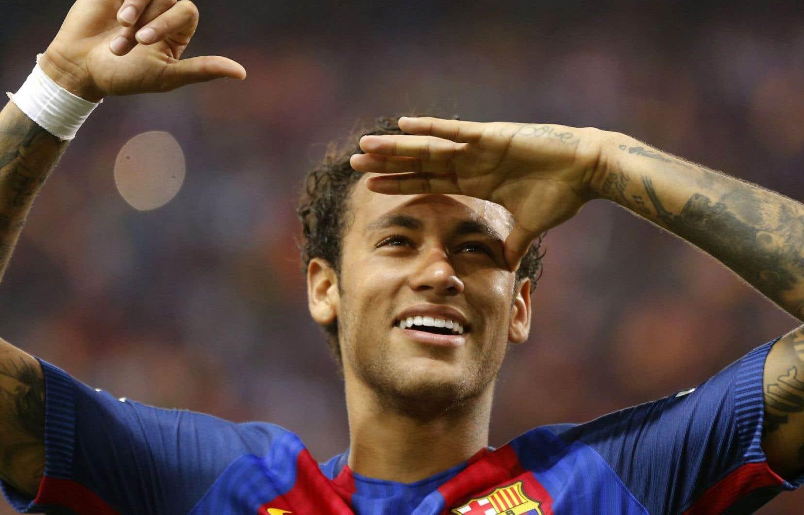Neymar, habitué aux honneurs depuis ses 18 ans, n'est pas devenu pour rien le joueur le plus cher de l'histoire, arraché à Barcelone contre les 222 millions d'euros de sa clause libératoire.