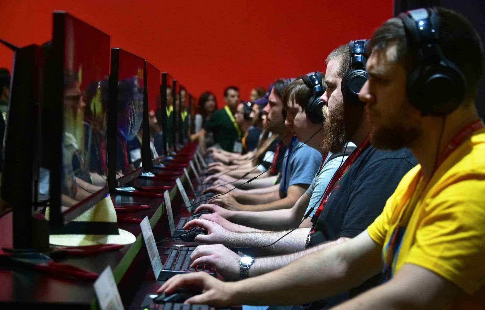 L'étude par neuro-imagerie a comparé les images des cerveaux de personnes qui jouent régulièrement à des jeux vidéo d'action avec celles de personnes qui n'y jouent pas.