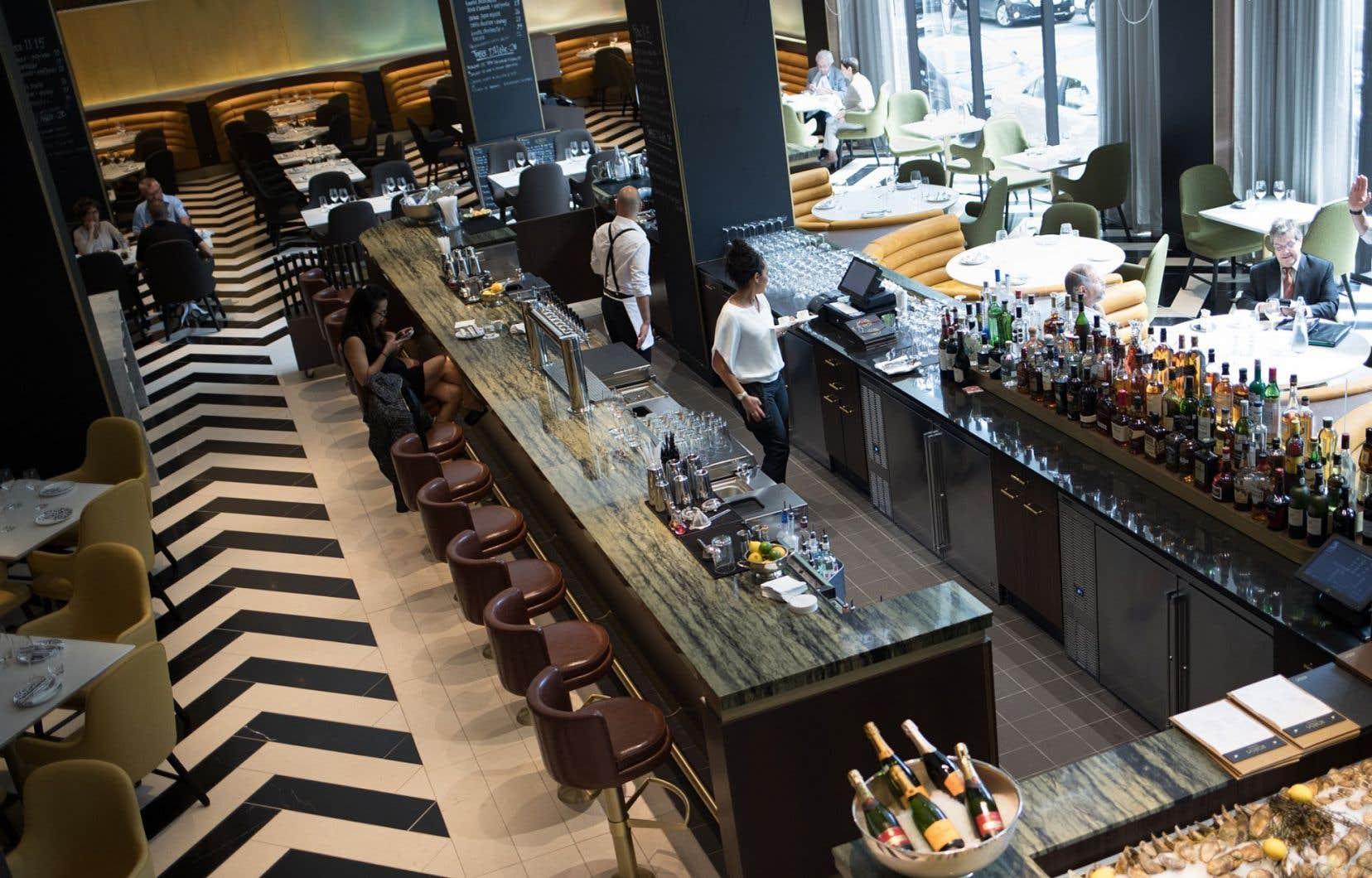 Le Reine-Élizabeth vient de rouvrir, avec son restaurant Rosélys: la métamorphose est complète et le nouveau cadre est d'une époustouflante beauté.