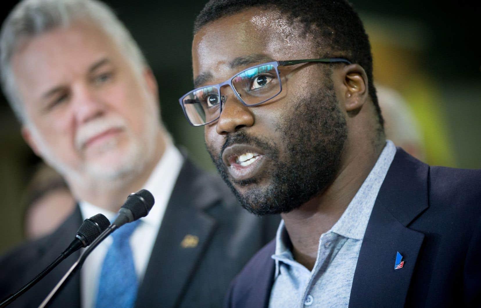 Le président de la Commission-Jeunesse, Jonathan Marleau, lors d'une conférence de presse en avril dernier