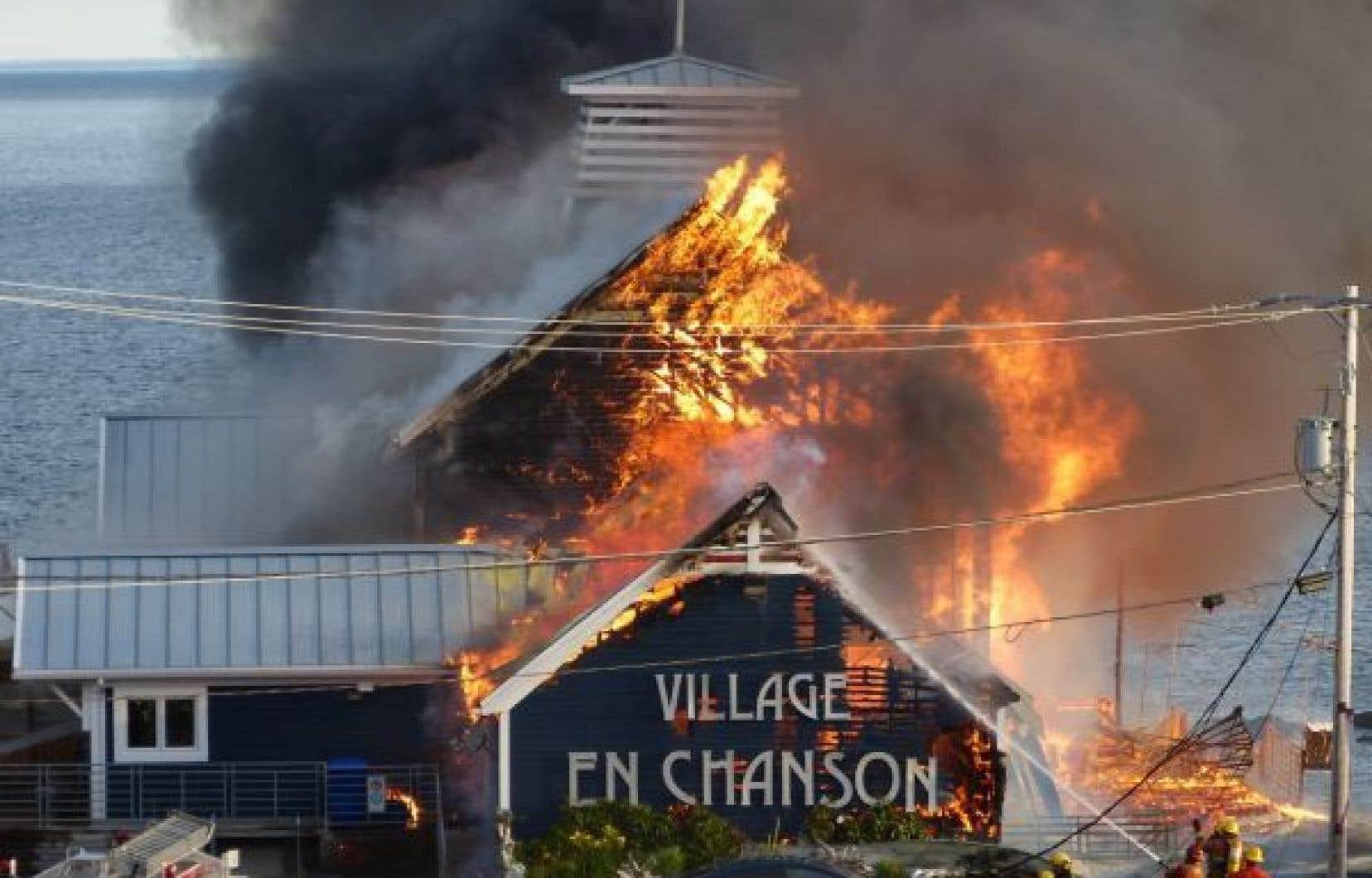 Un incendie a ravagé mardi matin le Théâtre de la Vieille Forge de Petite-Vallée, en Gaspésie. Cette salle de spectacles est une perte totale.