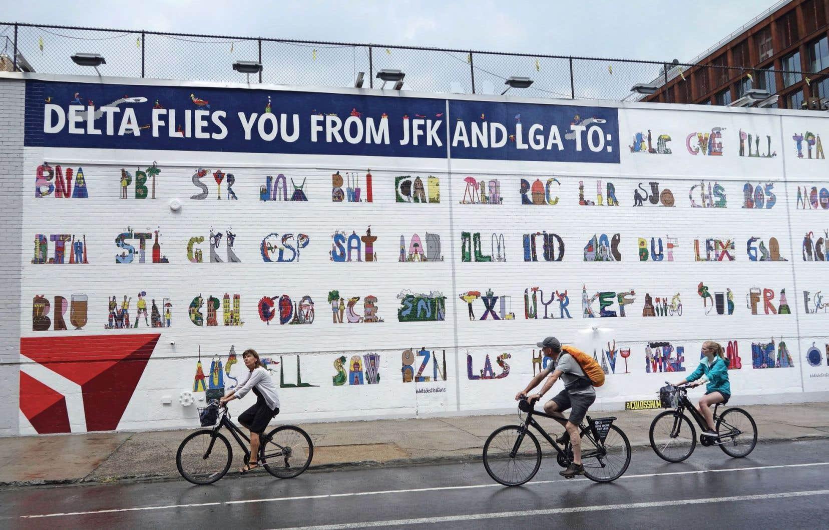 Colossal, une entreprise spécialisée en publicité peinte, en a réalisé une à la main pour la compagnie aérienne Delta.