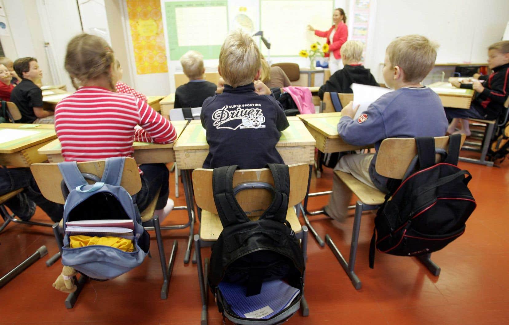 La loi oblige les parents à payer des taxes à la commission scolaire qui accueille leur enfant.