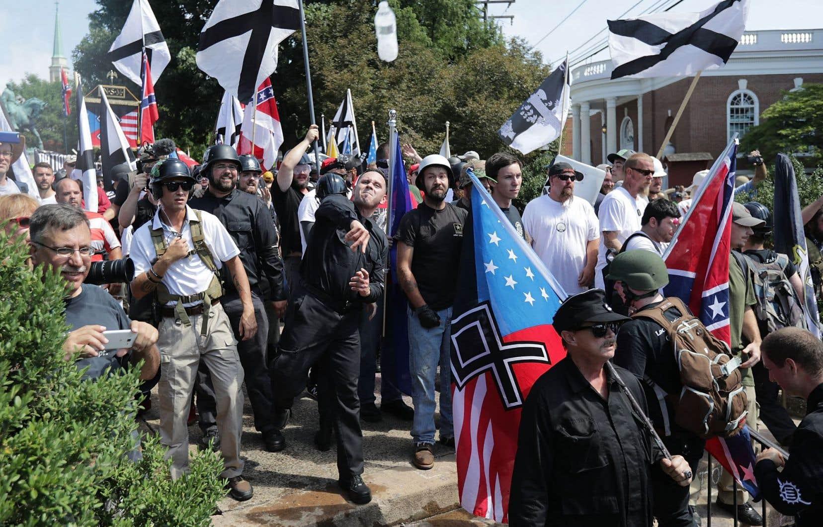 La manifestation en Virginie a donné lieu à de violents affrontements entre le camp composé de groupes néonazis et de membres du Ku Klux Klan (KKK) et l'autre camp, qui était composé de militants opposés aux positions de ces personnes se réclamant de la droite alternative.