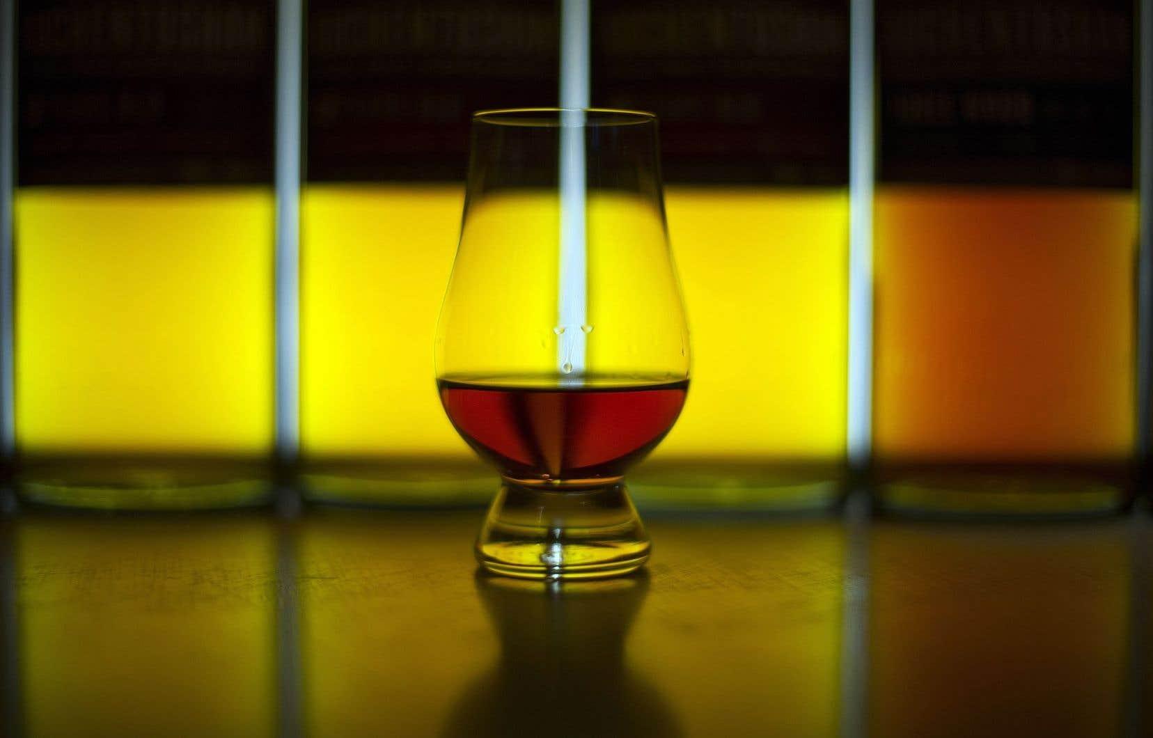 Lorsque vous ajoutez quelques gouttes d'eau dans votre verre de whisky, l'un des agents qui permettent de libérer davantage les arômes du whisky pourrait bien être le guaïacol.