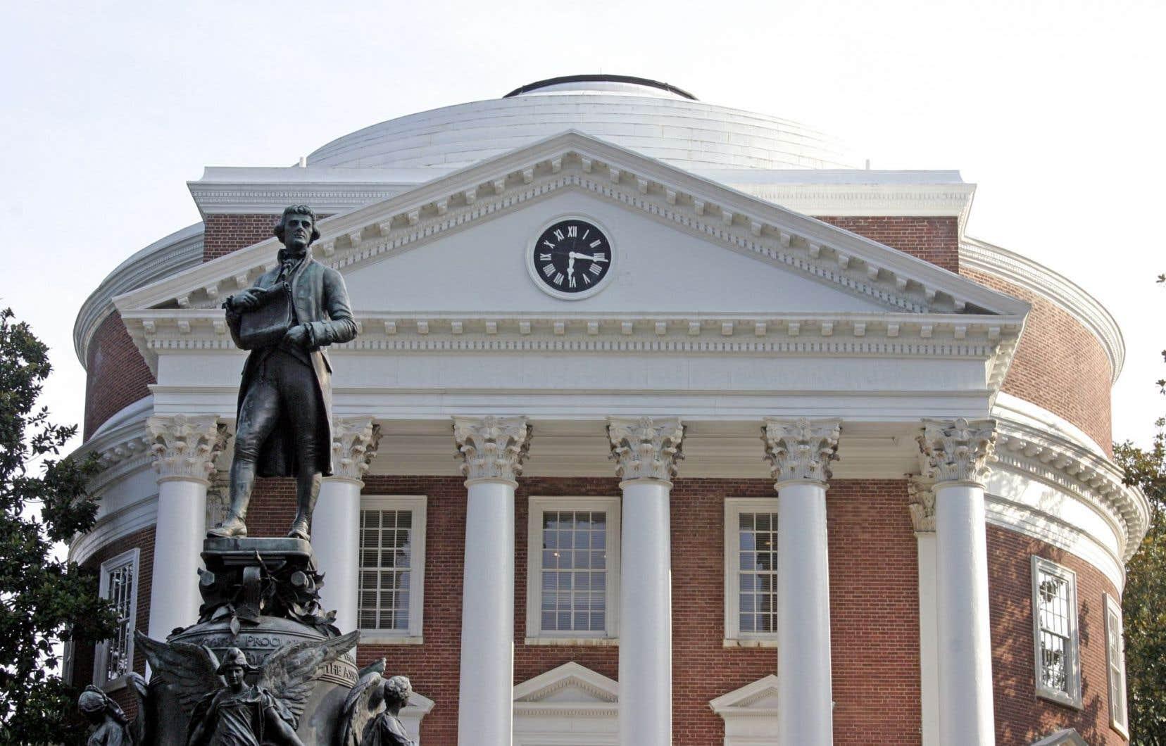 Jeunes et moins jeunes parlent quotidiennement de Thomas Jefferson sur le campus de l'Université de Virginie, là où se retrouve une statue de lui.
