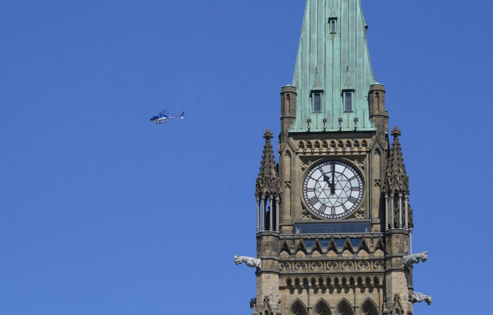 Le carillon d'Ottawa se distingue de Big Ben du fait qu'il compte 53 cloches, contre seulement 5 à Londres.