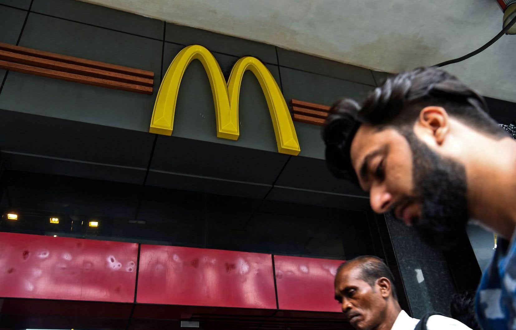 McDonald's India exploitait jusqu'ici près de 400 restaurants dans 65 villes d'Inde et a cédé ces dernières années du terrain face aux chaînes comme Domino's Pizza ou Pizza Hut.