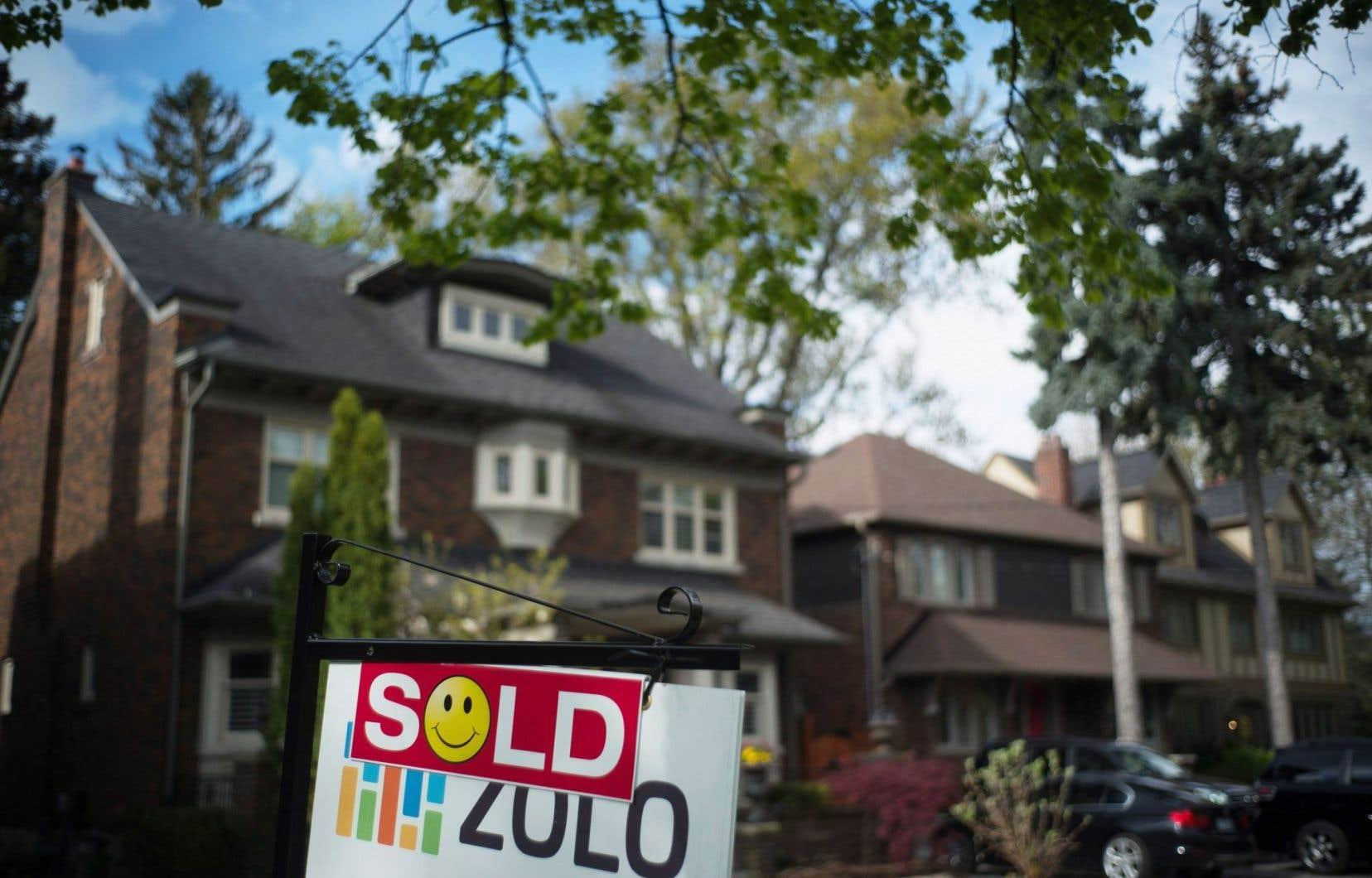 La firme de surveillance du crédit a indiqué mardi que le solde hypothécaire moyen s'était établi à 198 781$ pendant le deuxième trimestre, en progression de 4,8% par rapport à la même période l'an dernier.