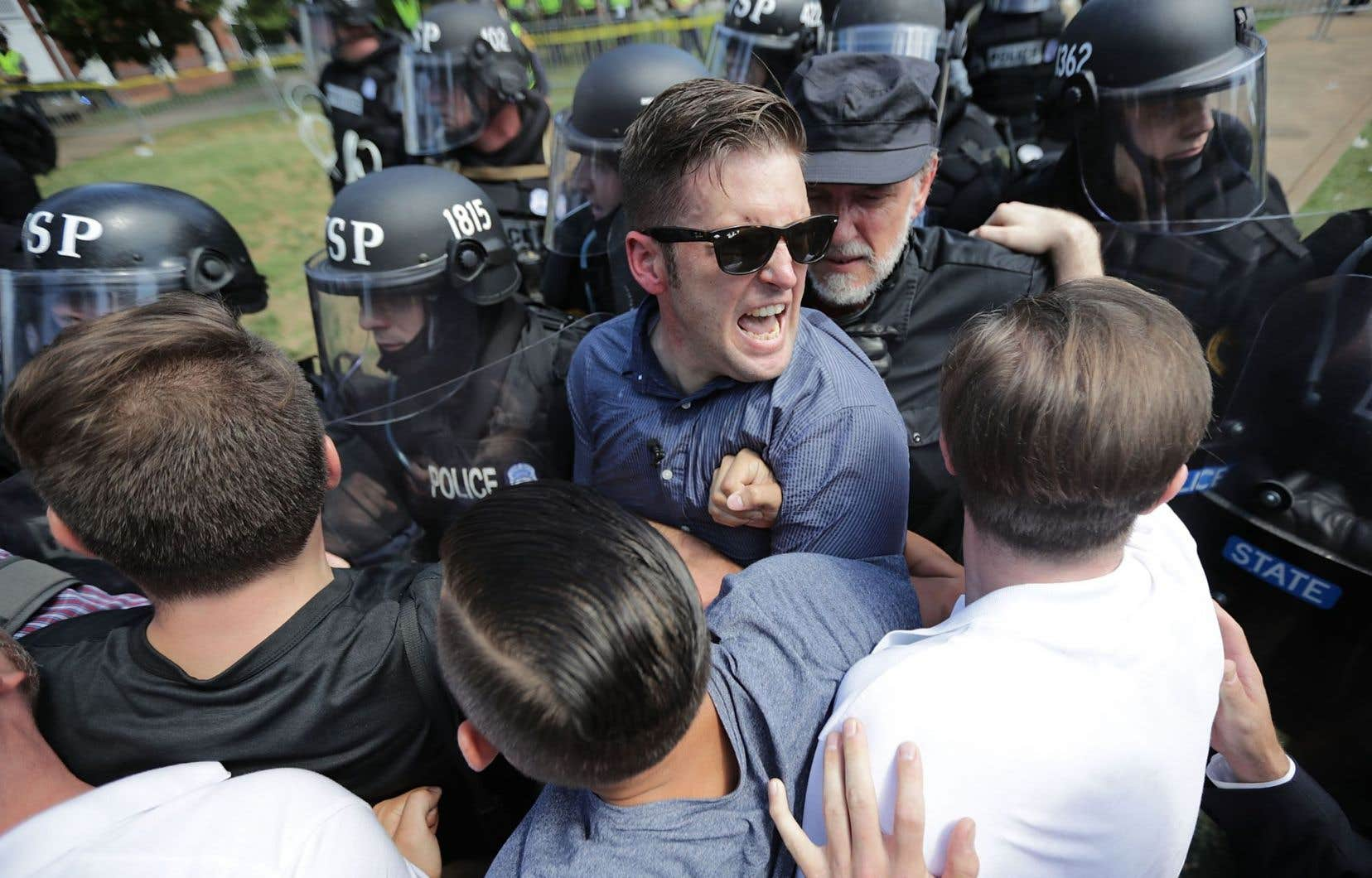 La question est apparue lorsqu'une vidéo de Richard Spencer, chef de file du mouvement «alt-right», en photo,se faisant frapper par un militant du mouvement antifasciste devint virale au mois de janvier dernier.