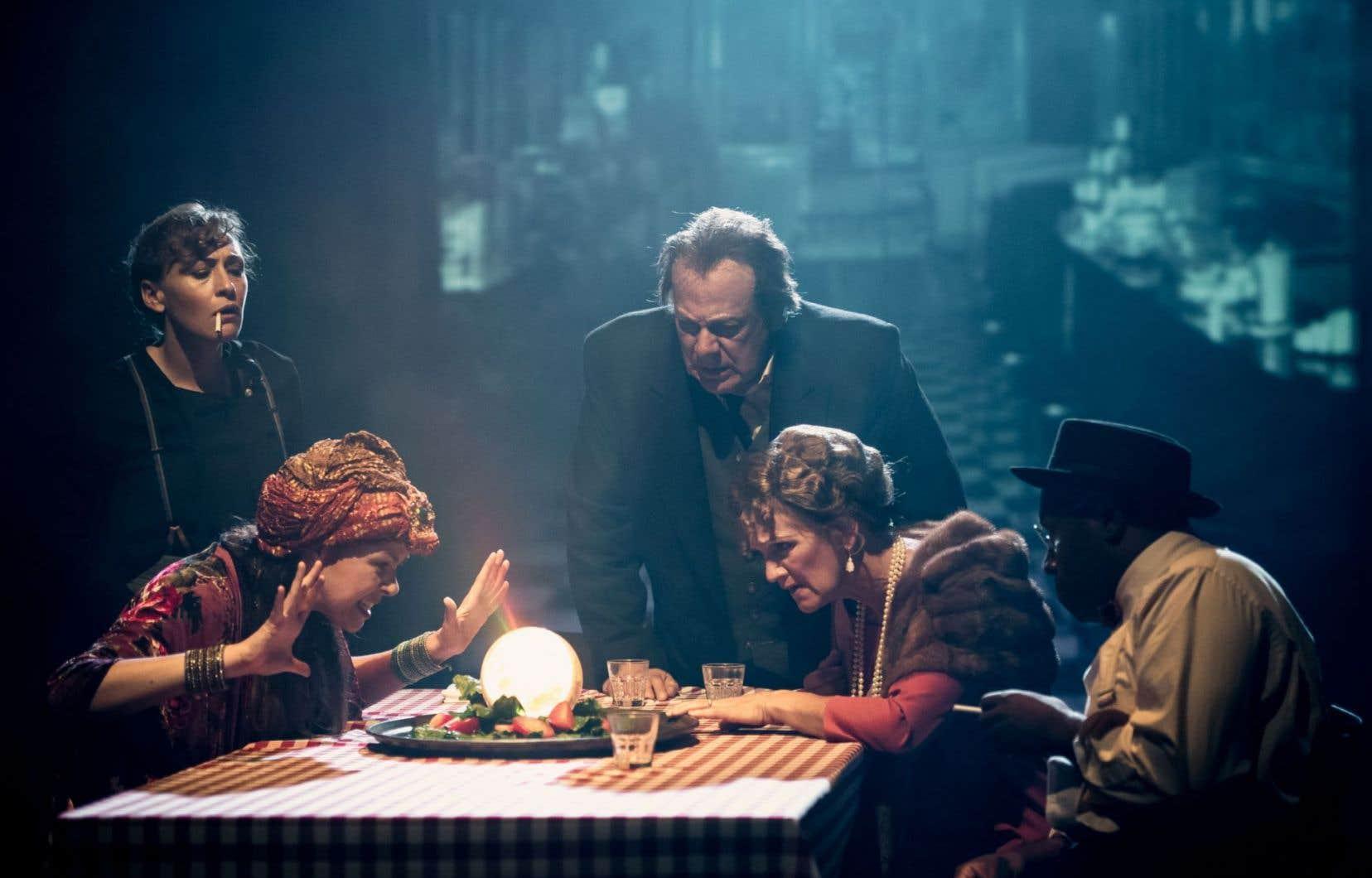 Évelyne Rompré, Johanne Haberlin, Pierre Lebeau, Josée Deschênes et Didier Lucien partagent la scène d'Espace Libre.