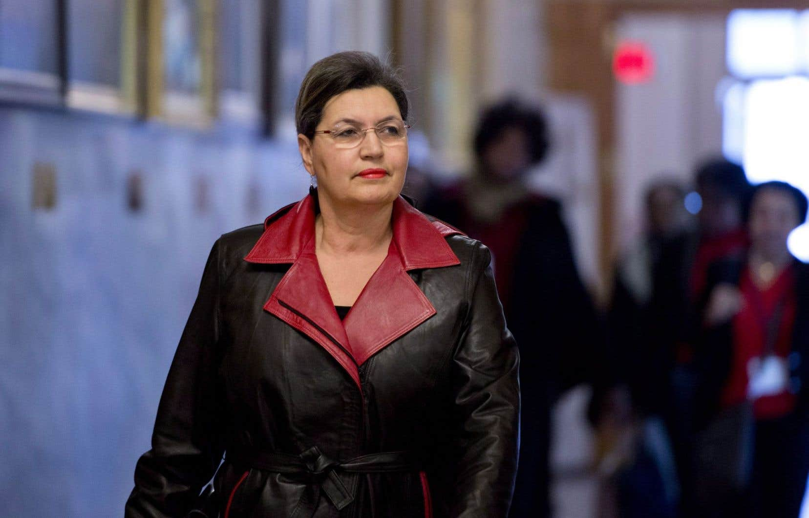 Fatima Houda-Pepin marche vers une réunion du causus libéral en janvier 2014.