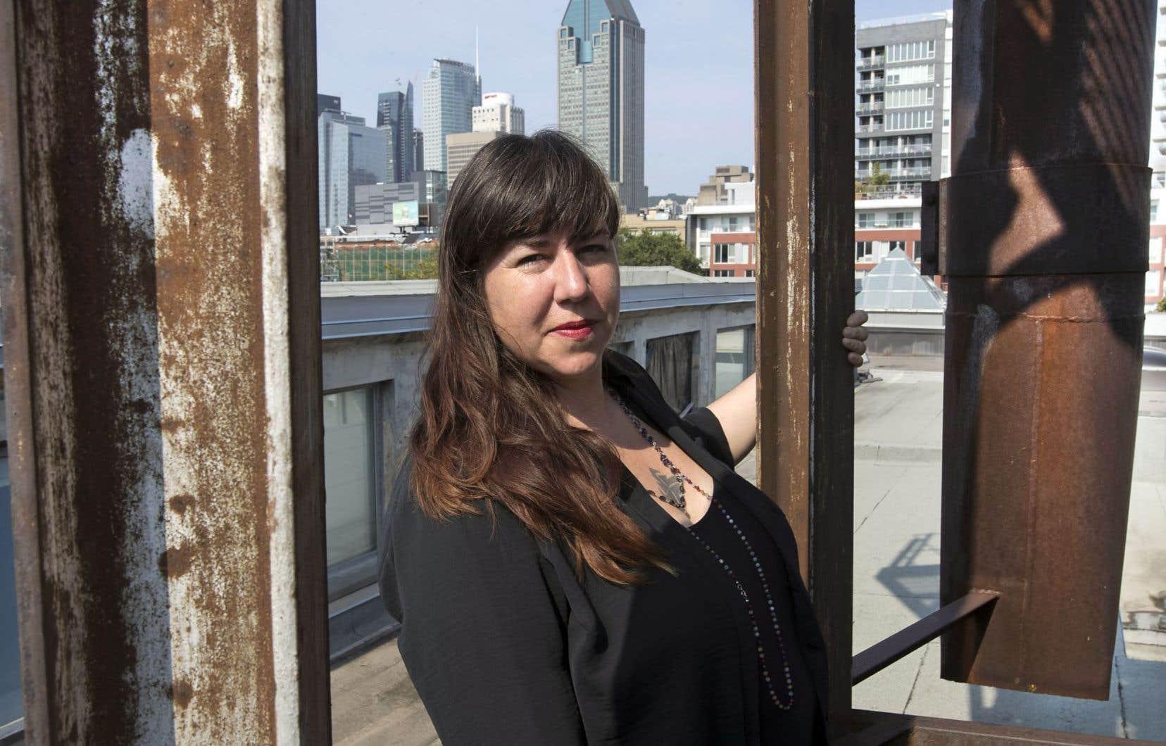 Nadia Myre verra son travail célébré au MBAM dans une exposition comprenant sa plus récente production, «Code Switching». La série réalisée à partir des premières pipes commerciales européennes recadre les échanges culturels entre autochtones et blancs.