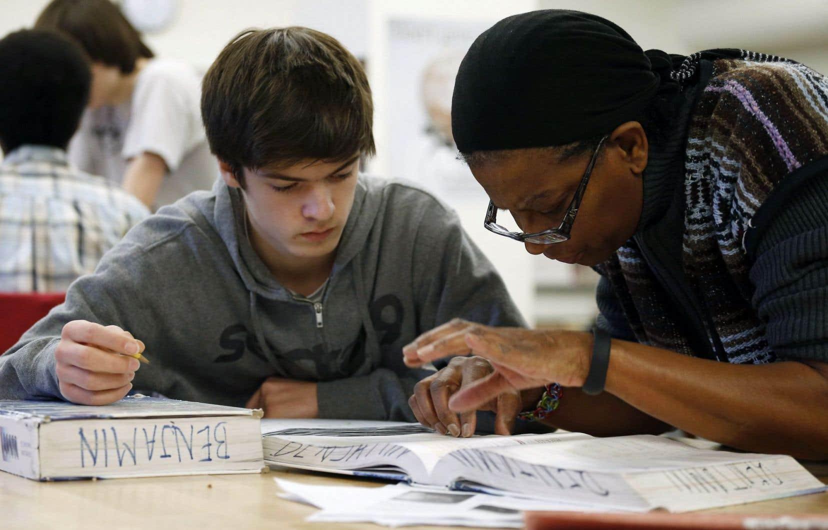 Selon un sondage commandé par la CSQ, seulement 34% des citoyens interrogés jugent que le réseau scolaire public dispose des moyens suffisants pour s'occuper avec équité des élèves handicapés ou en difficulté d'adaptation ou d'apprentissage.