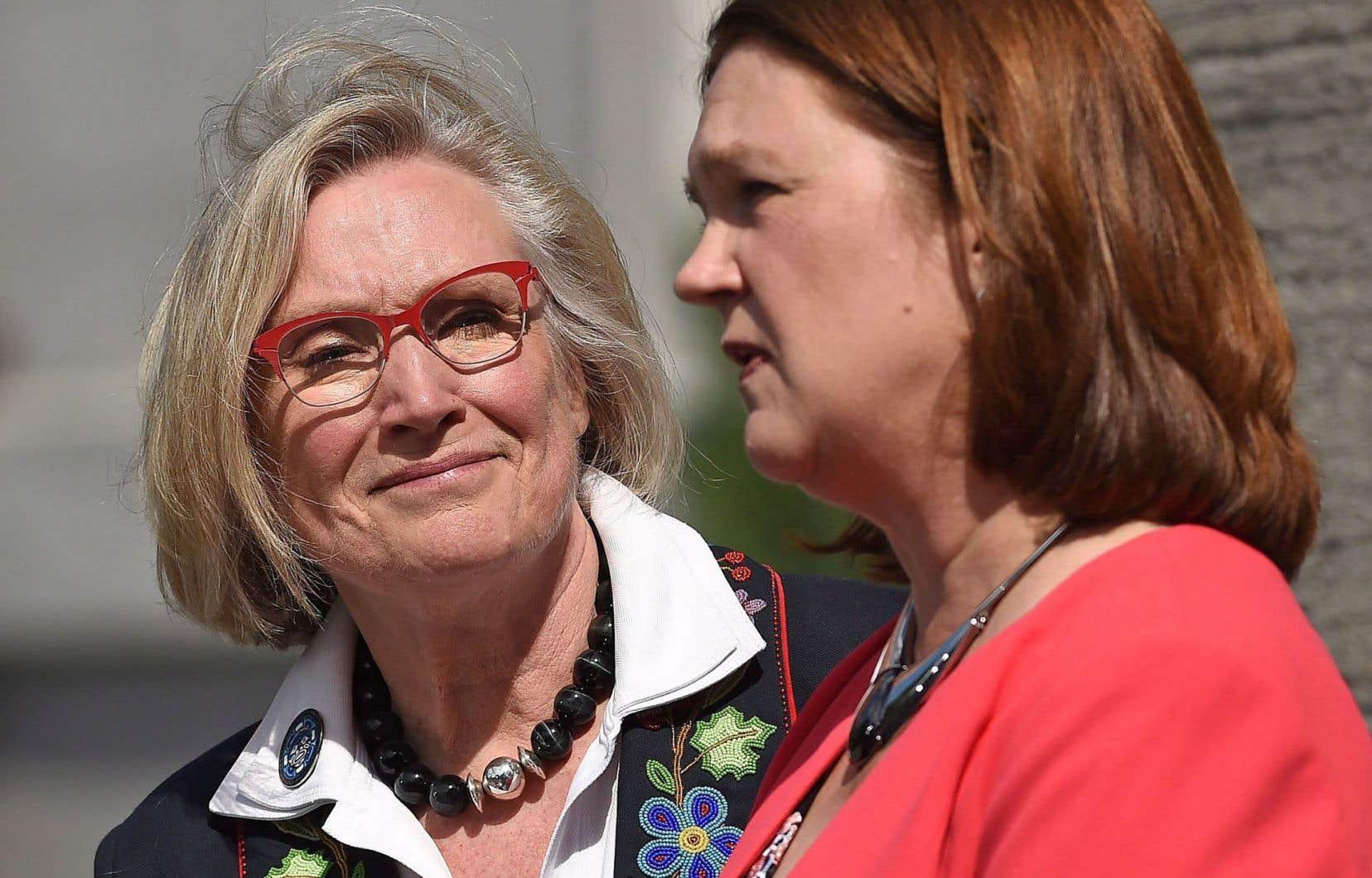 Les ministres Carolyn Bennett et Jane Philpott se partageront la responsabilité du dossier autochtone.