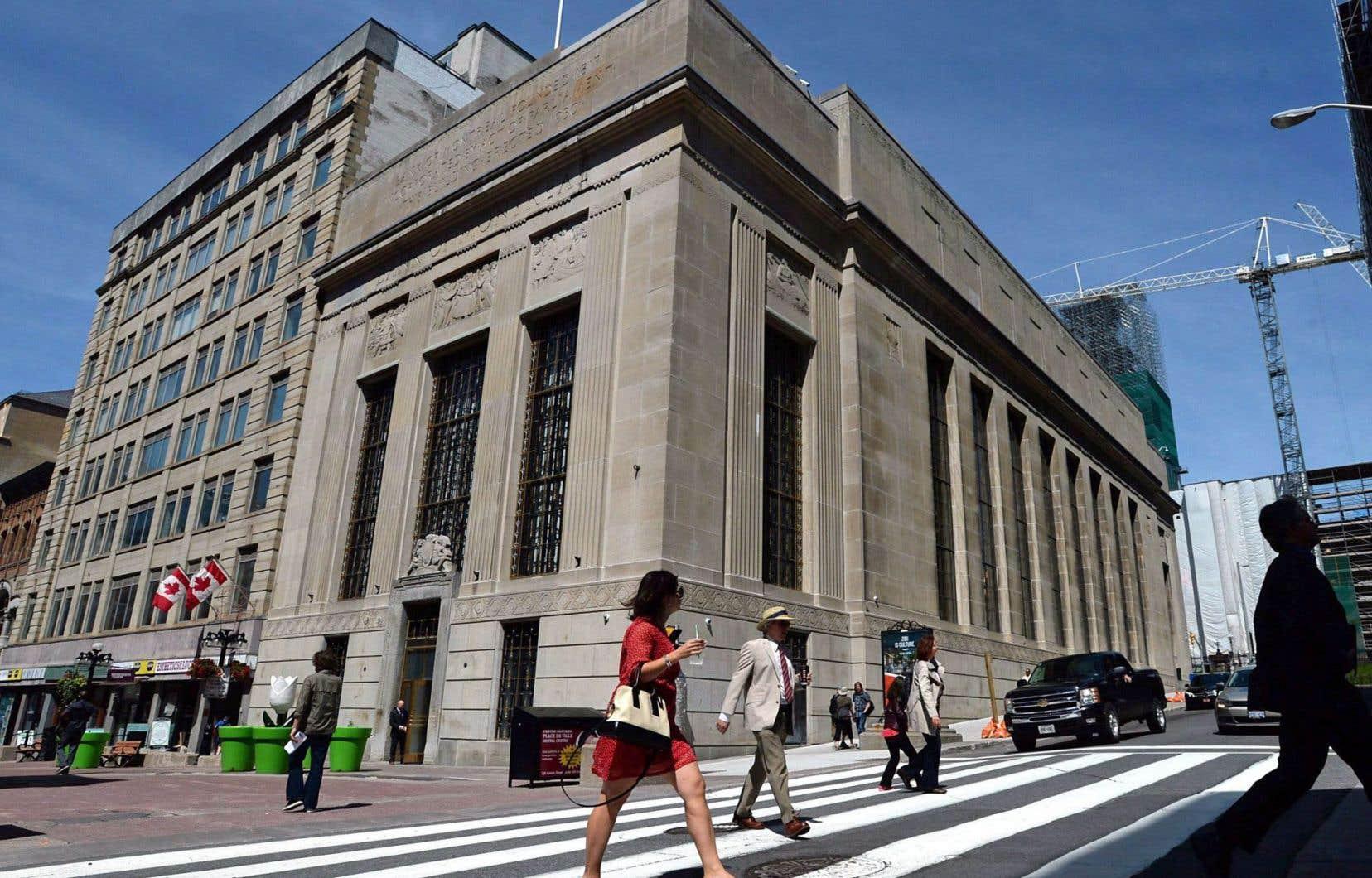 Un ancien édifice de la Banque de Montréal à Ottawa, acquise par le fédéral en 1986, porte le nom de John A. Macdonald.