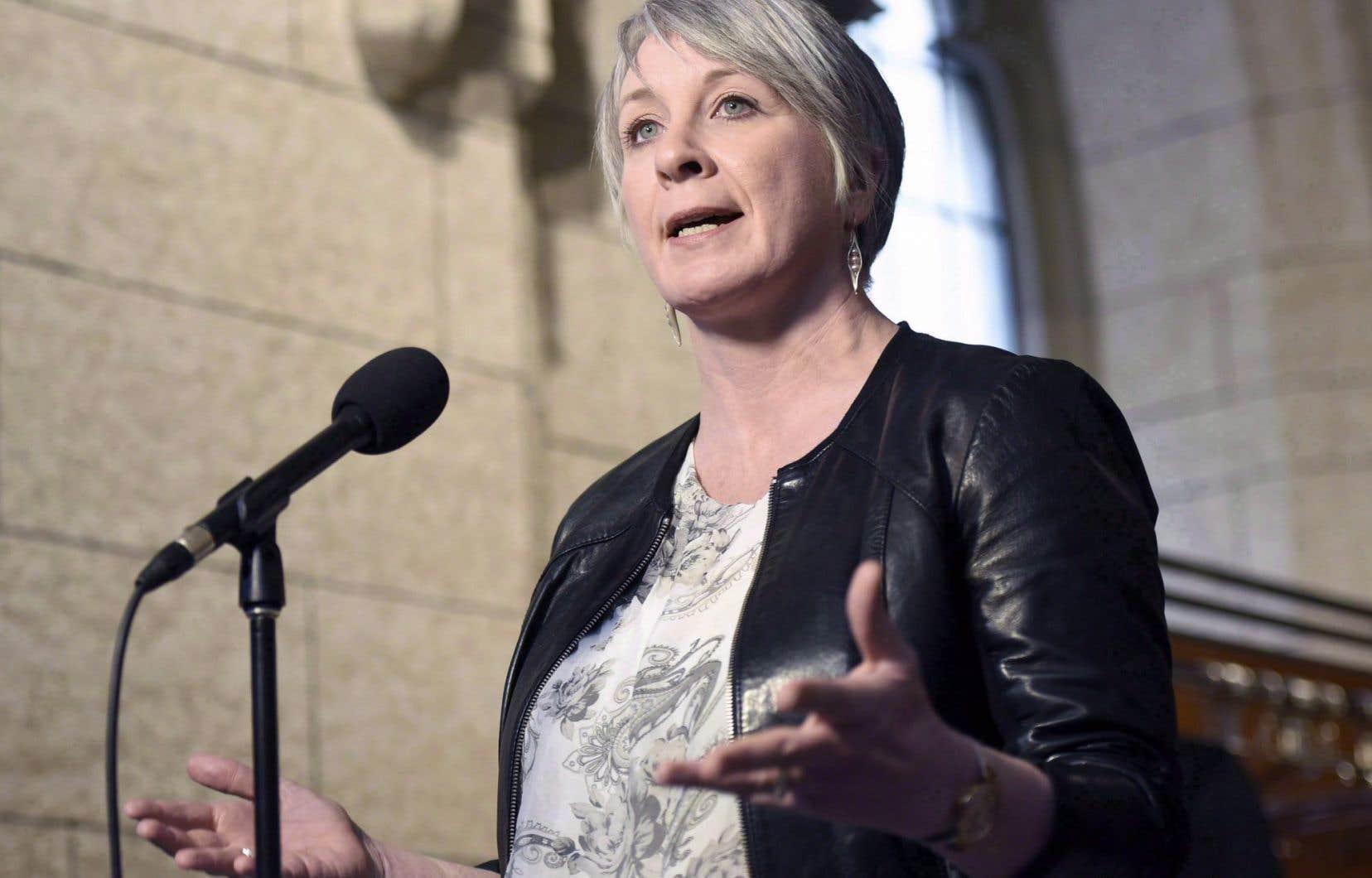 La ministre de l'Emploi, du Développement de la main-d'œuvre et du Travail, Patty Hajdu
