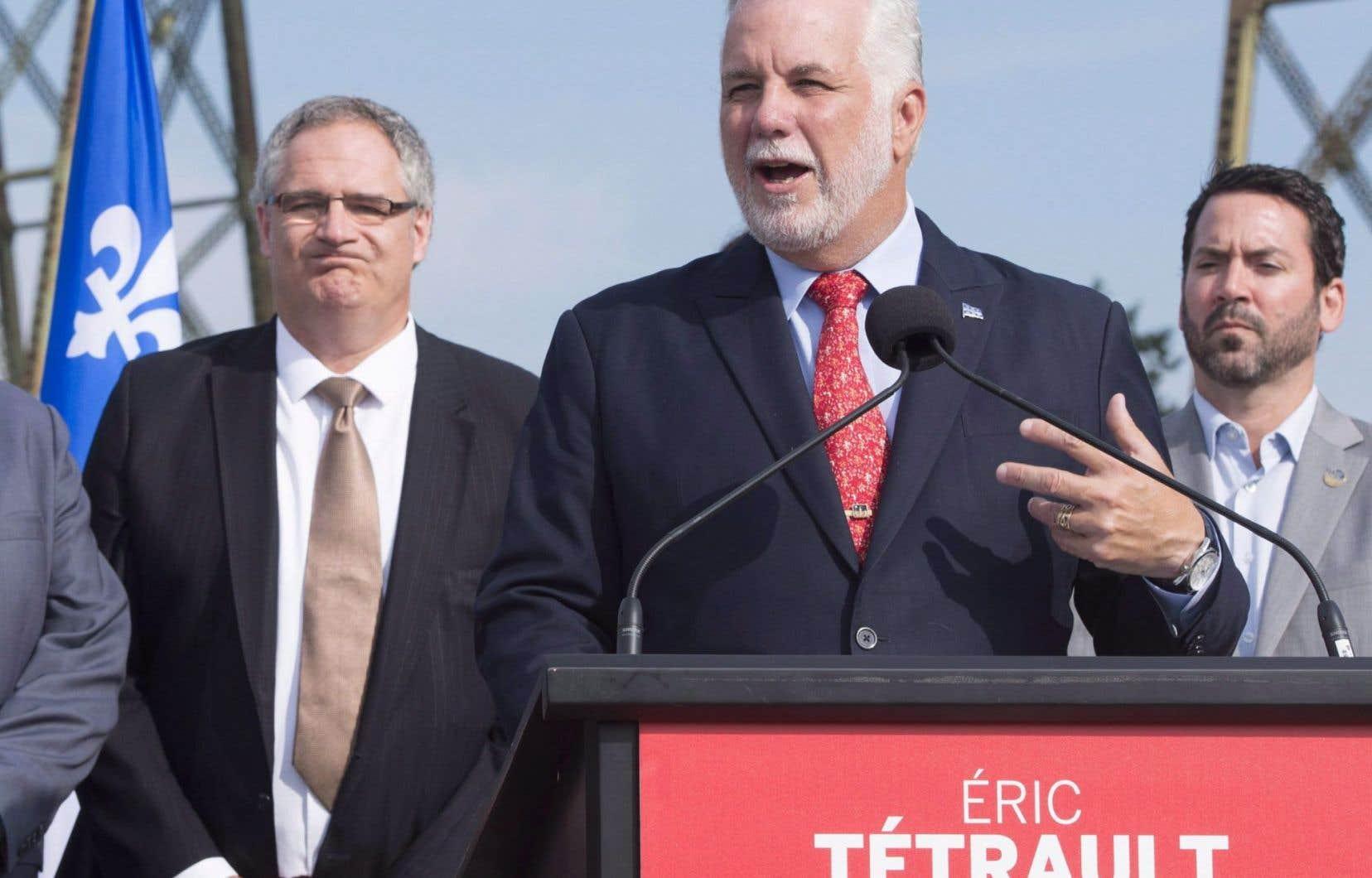 L'ancien président de Manufacturiers et exportateurs du Québec, Éric Tétrault, qu'on voit ici aux côtés de Philippe Couillard, est le candidat du PLQ dans Louis-Hébert.