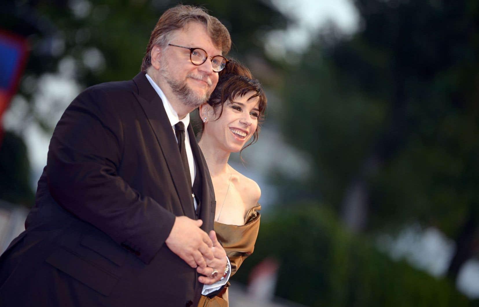 Le réalisateur Guillermo del Toro et l'actrice Sally Hawkins sur le tapis rouge de la Mostra de Venise, avant la présentation du long métrage «The Shape of Water»