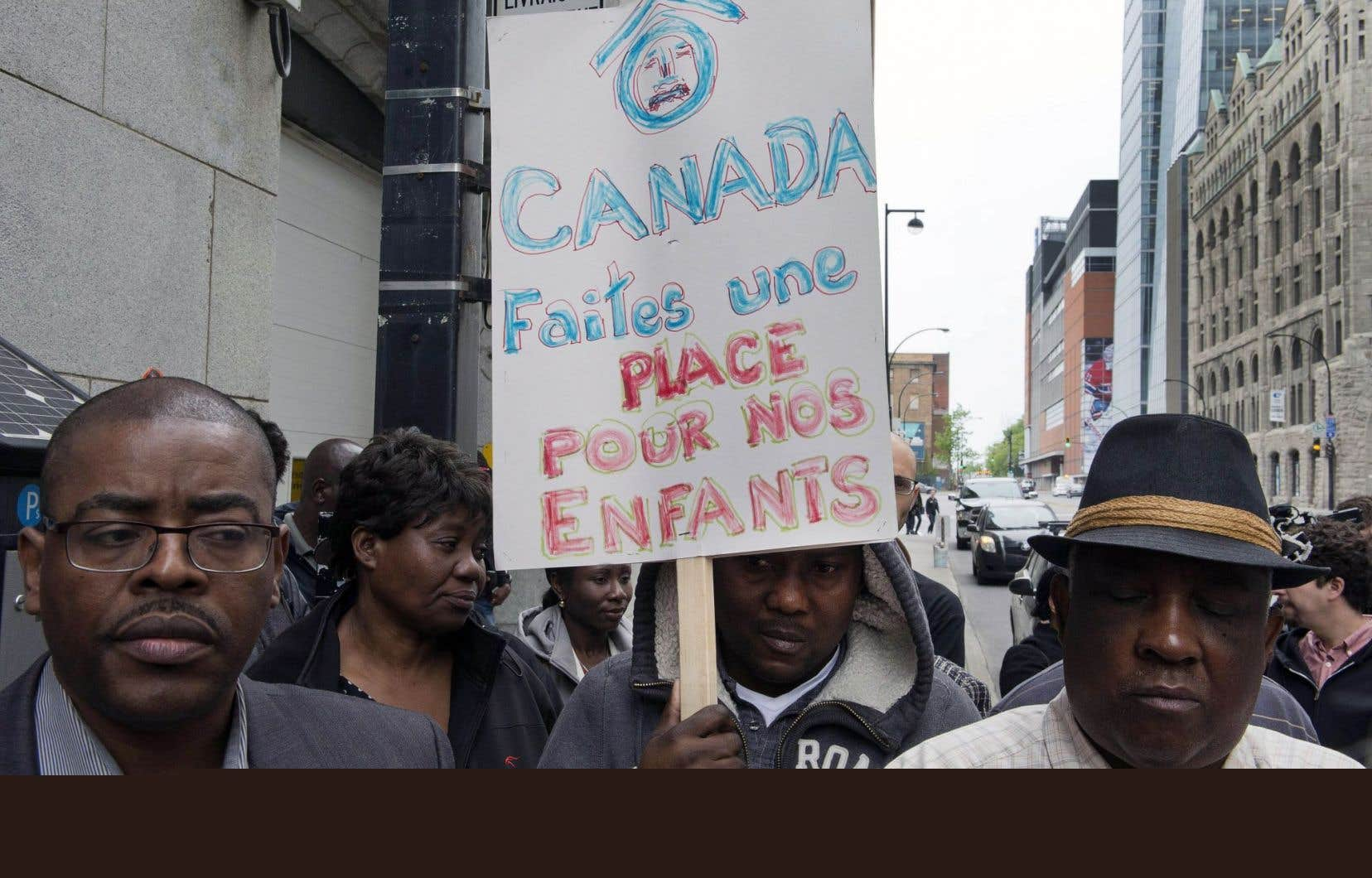 Des membres du Comité d'action des personnes sans statut manifestaient, en mai2015, contre la fin du moratoire sur les renvois des ressortissants haïtiens.