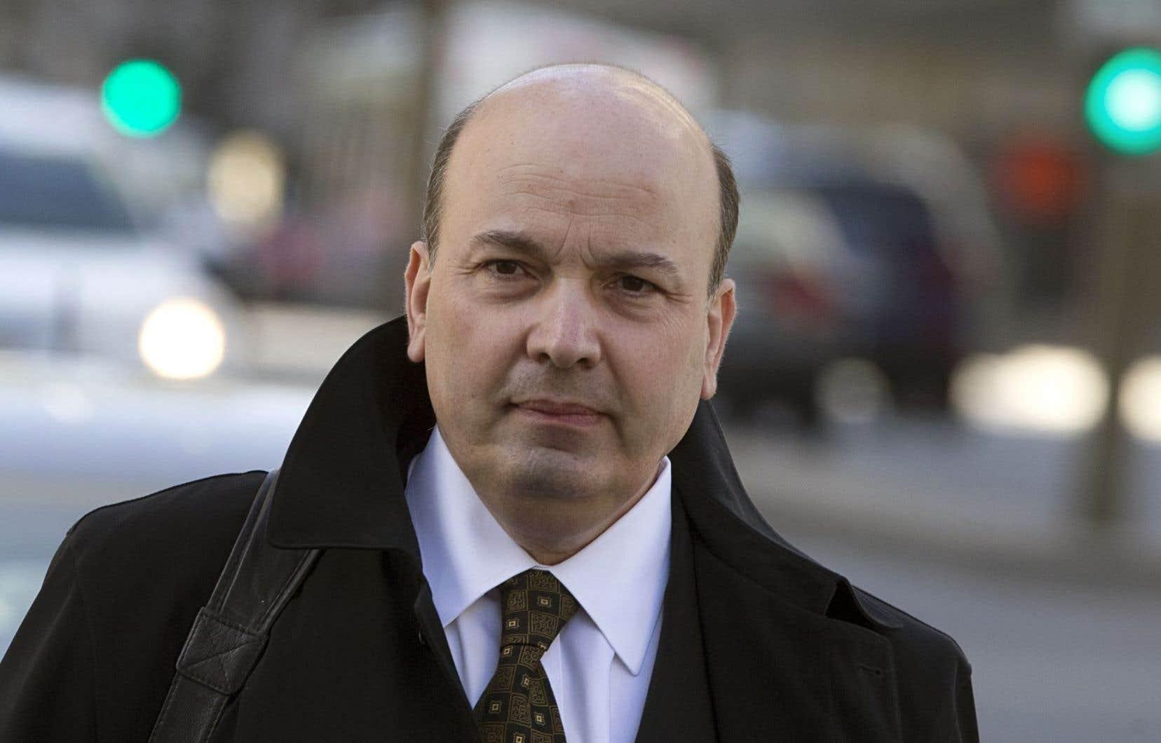 <p>Bien qu'il ait participé à plusieurs événements de financement d'Union Montréal, Frank Zampino assure qu'il ne jouait aucun rôle décisionnel au sein du parti politique dirigé par Gérald Tremblay.</p>