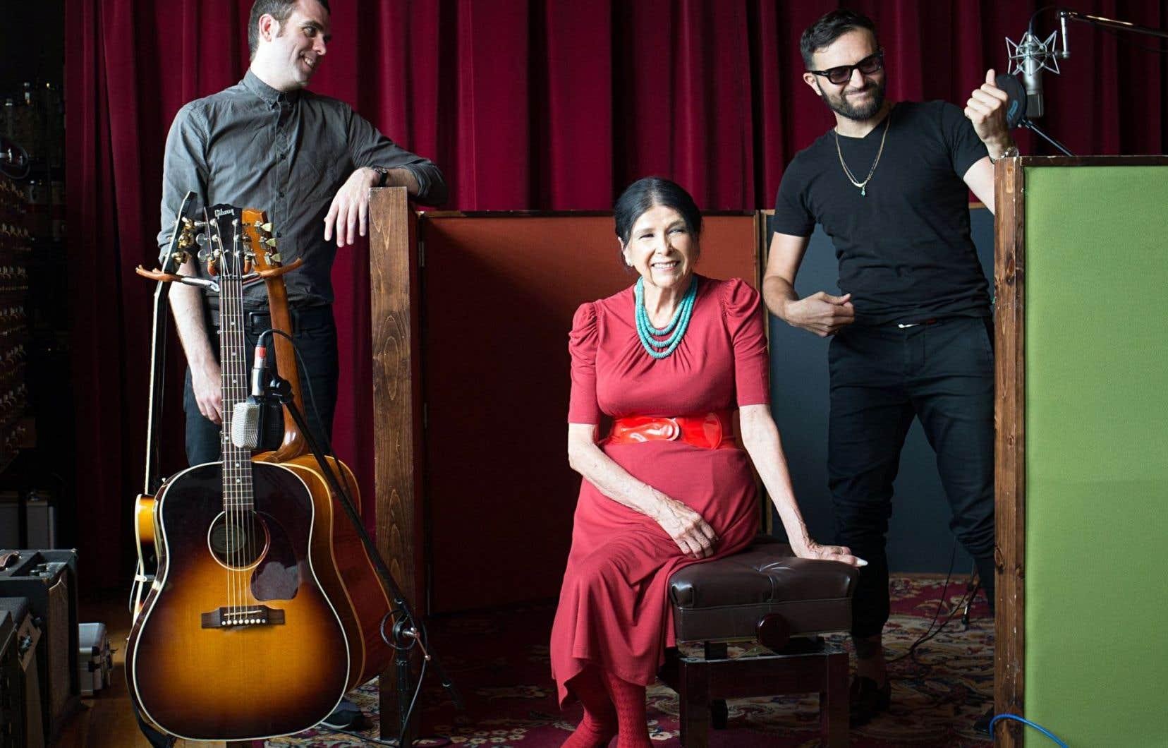 Alanis Obomsawin aux côtés de Frédéric Savard et de Radwan Ghazi Moumneh