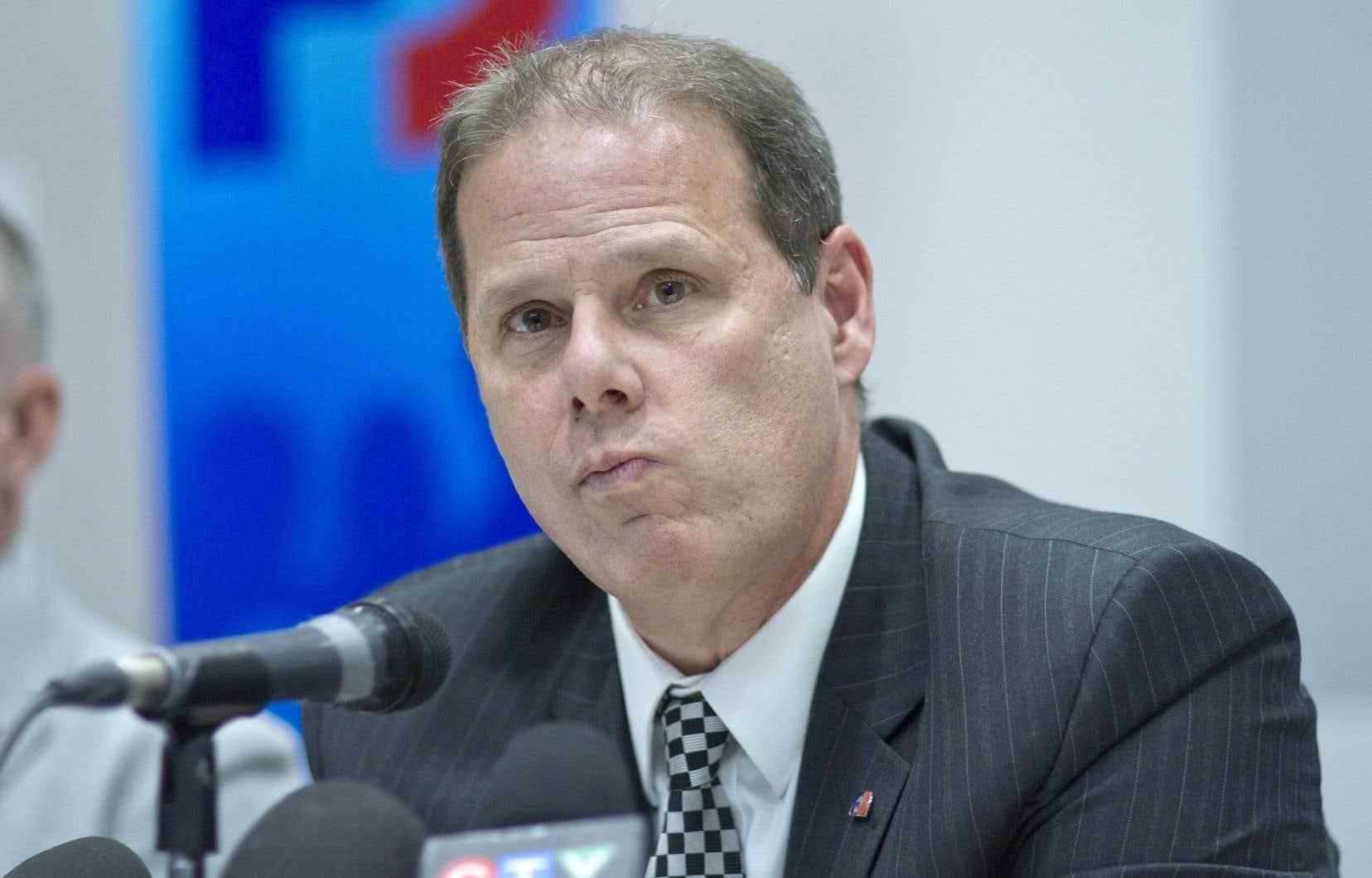 Yves Francoeur a déclaré que des procureurs aux poursuites criminelles et pénales n'ont pu porter d'accusations de fraude et de trafic d'influence contre deux élus libéraux.