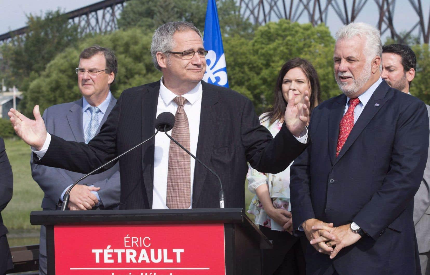 Le candidat libéral dans Louis-Hébert, Éric Tétrault, lors de l'annonce de sa candidature