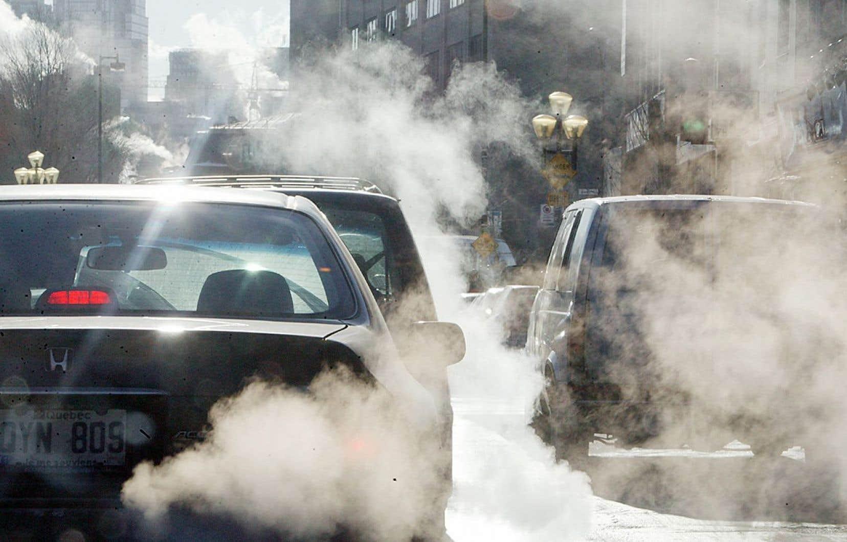 «En tant qu'utilisateurs finaux de l'énergie, lorsqu'on prend une décision d'achat d'un véhicule, par exemple, on doit pouvoir internaliser le coût relatif d'un choix par rapport à un autre», affirme Louis Thériault, du Conference Board.