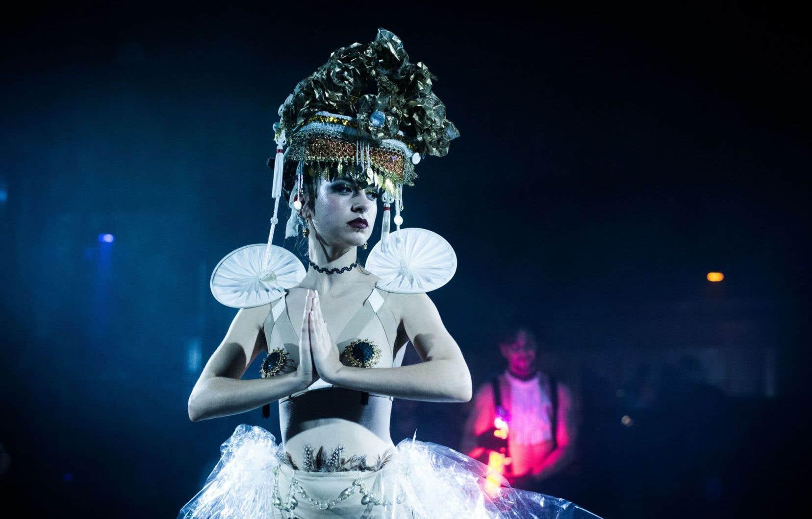 À l'offre musicale s'ajoutent artistes de cirque, danseurs, acrobates, maquilleurs, artistes de burlesque et artistes visuels, qui investiront le Quai de l'horloge.