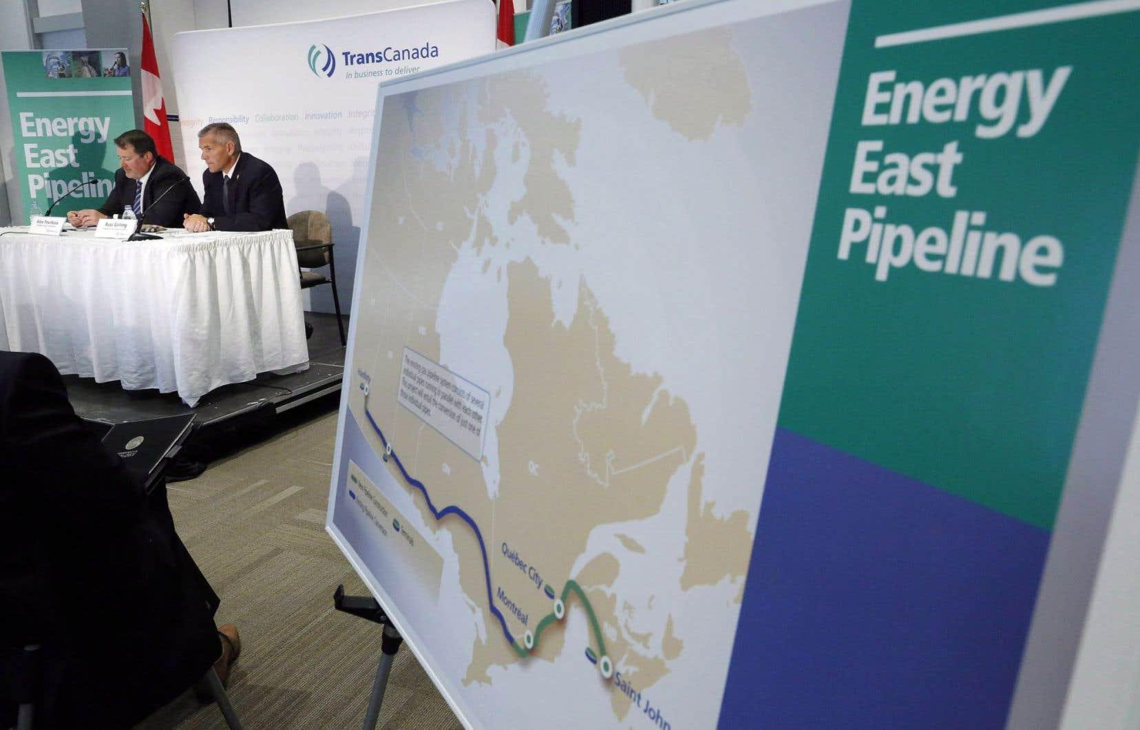 Ce projet destiné à l'exportation de pétrole des sables bitumineux, à raison de 400millions de barils par année, traverserait plus de 860 cours d'eau au Québec.
